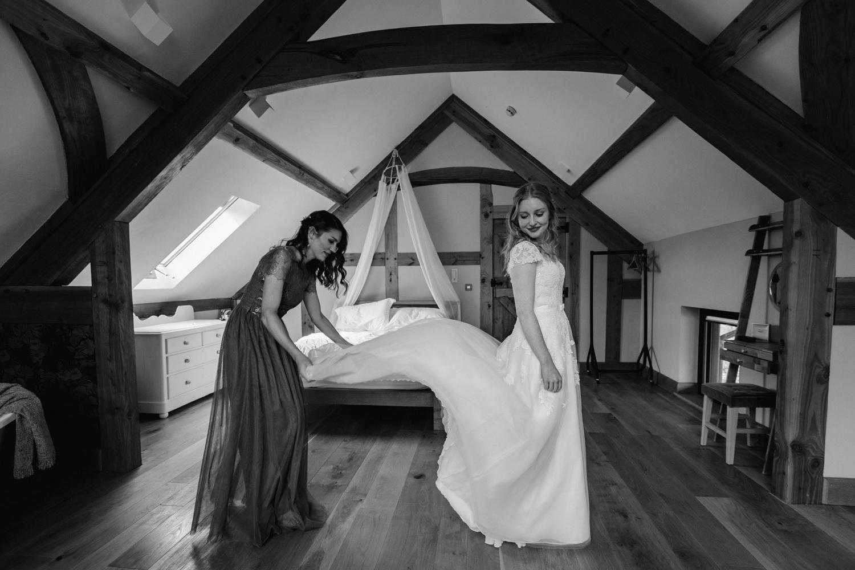 THE_OAK_BARN_DEVON_WEDDING_PHOTOGRAPHER-13.jpg