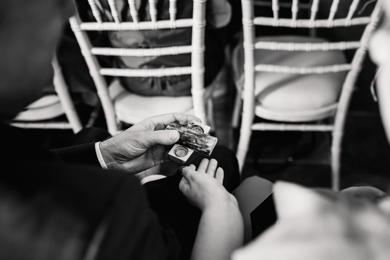 THE_OAK_BARN_DEVON_WEDDING_PHOTOGRAPHER-20.jpg