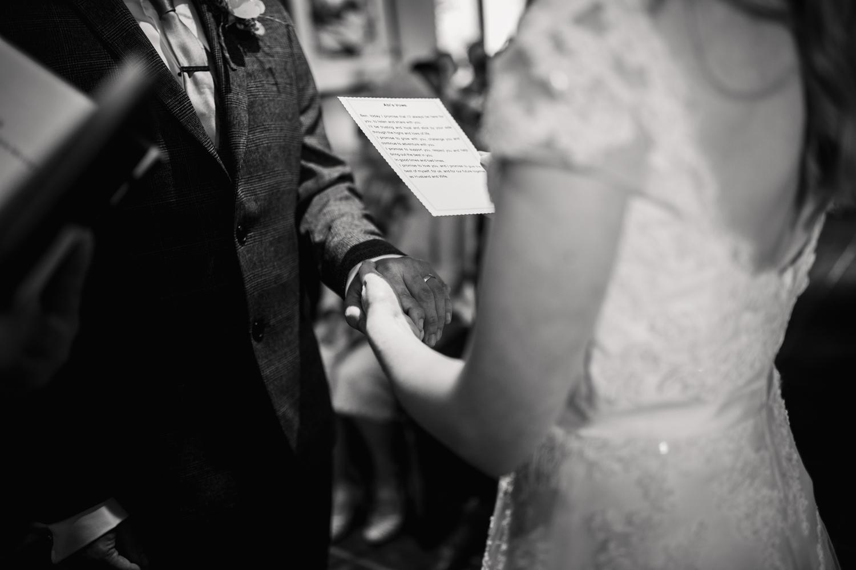 THE_OAK_BARN_DEVON_WEDDING_PHOTOGRAPHER-22.jpg