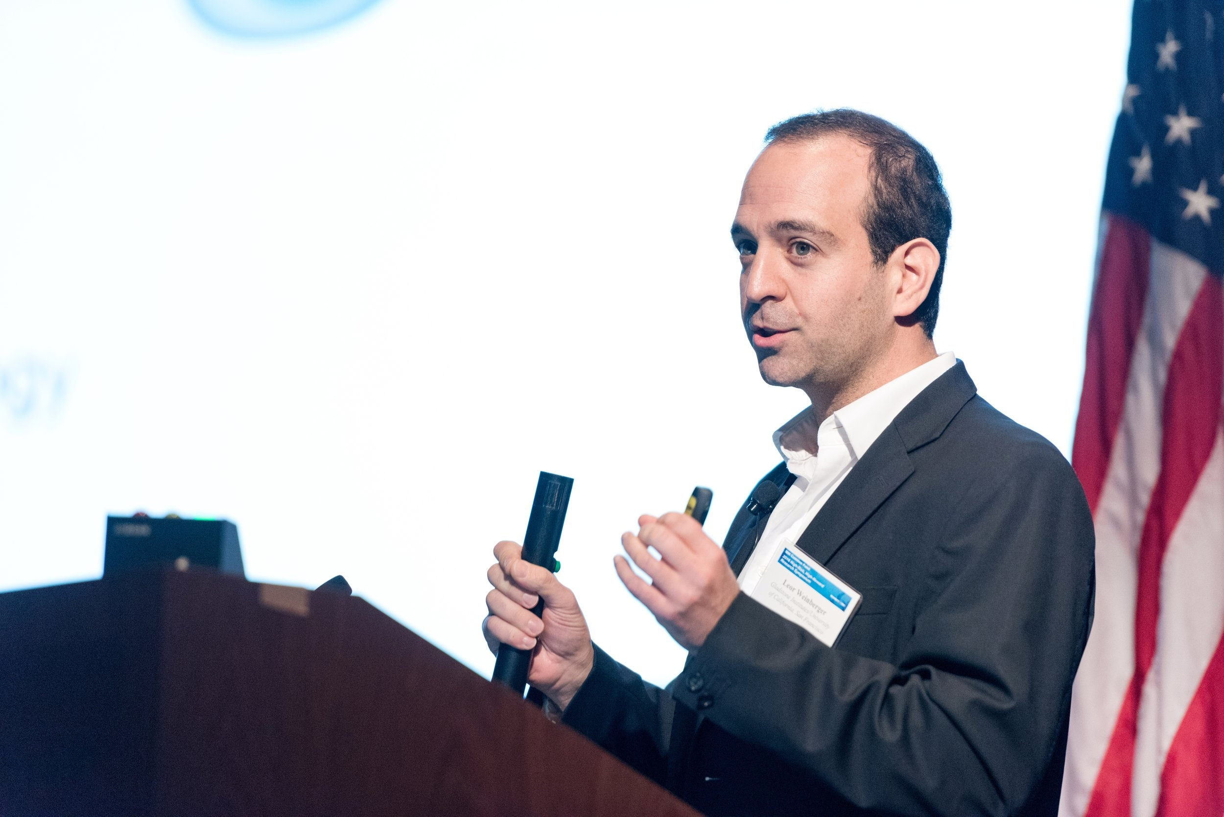 Leor giving a presentation at the 2016 NIH High-Risk, High-Reward Research Symposium.