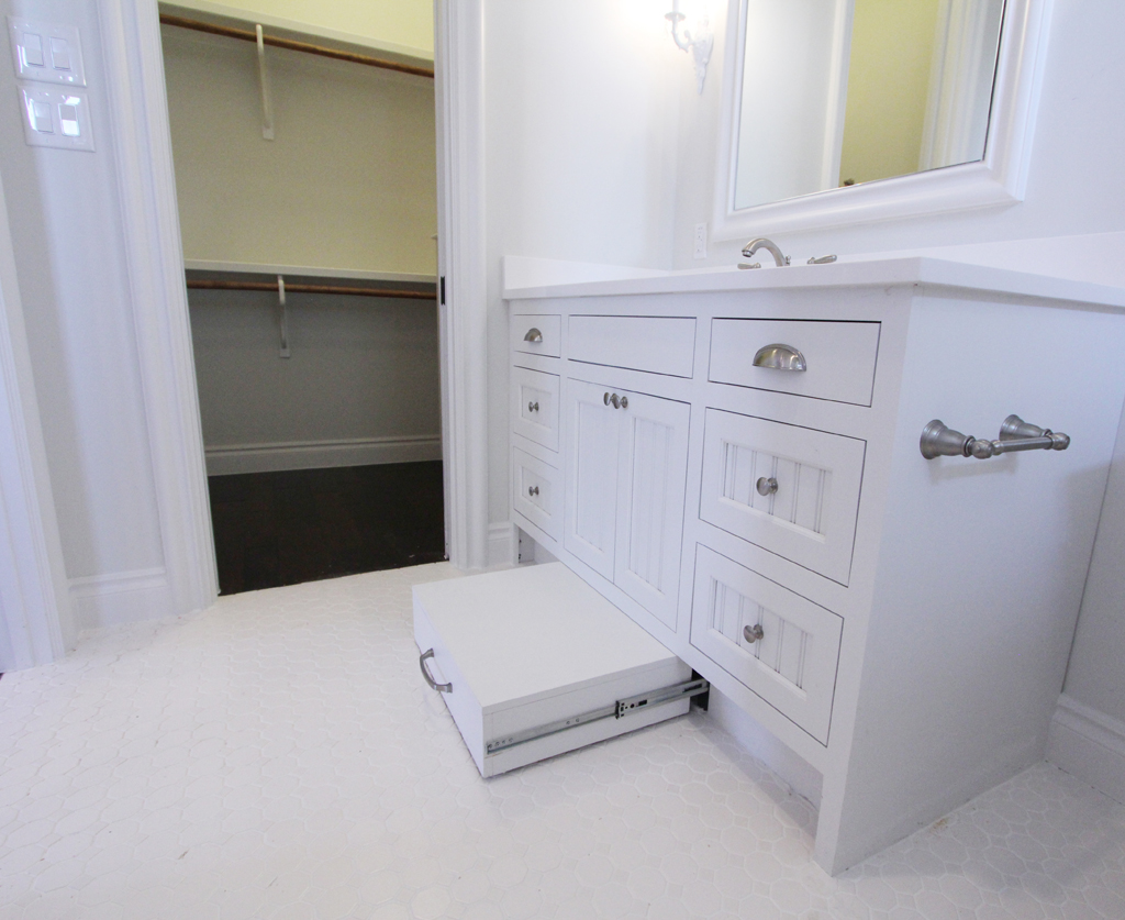 CHELLE_Girls Bathroom Step Stool.jpg