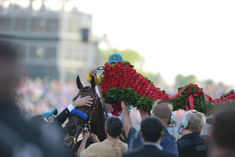 Garland of Red Roses, more than 400 red roses and a crown, one single rose in the center to recognize the heart required to win this incredible race.
