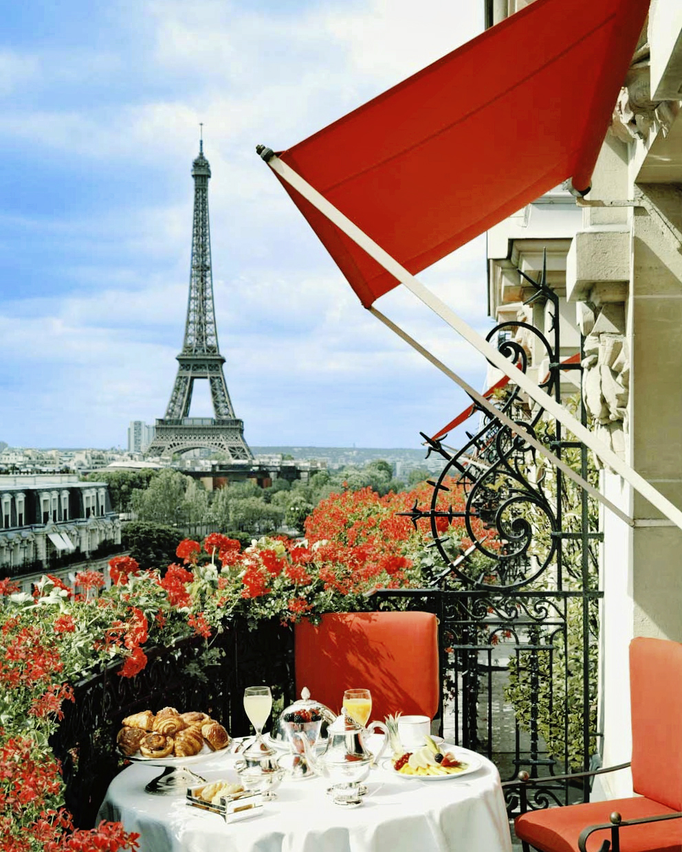 Plaza Athenee Paris, Avenue Montaigne