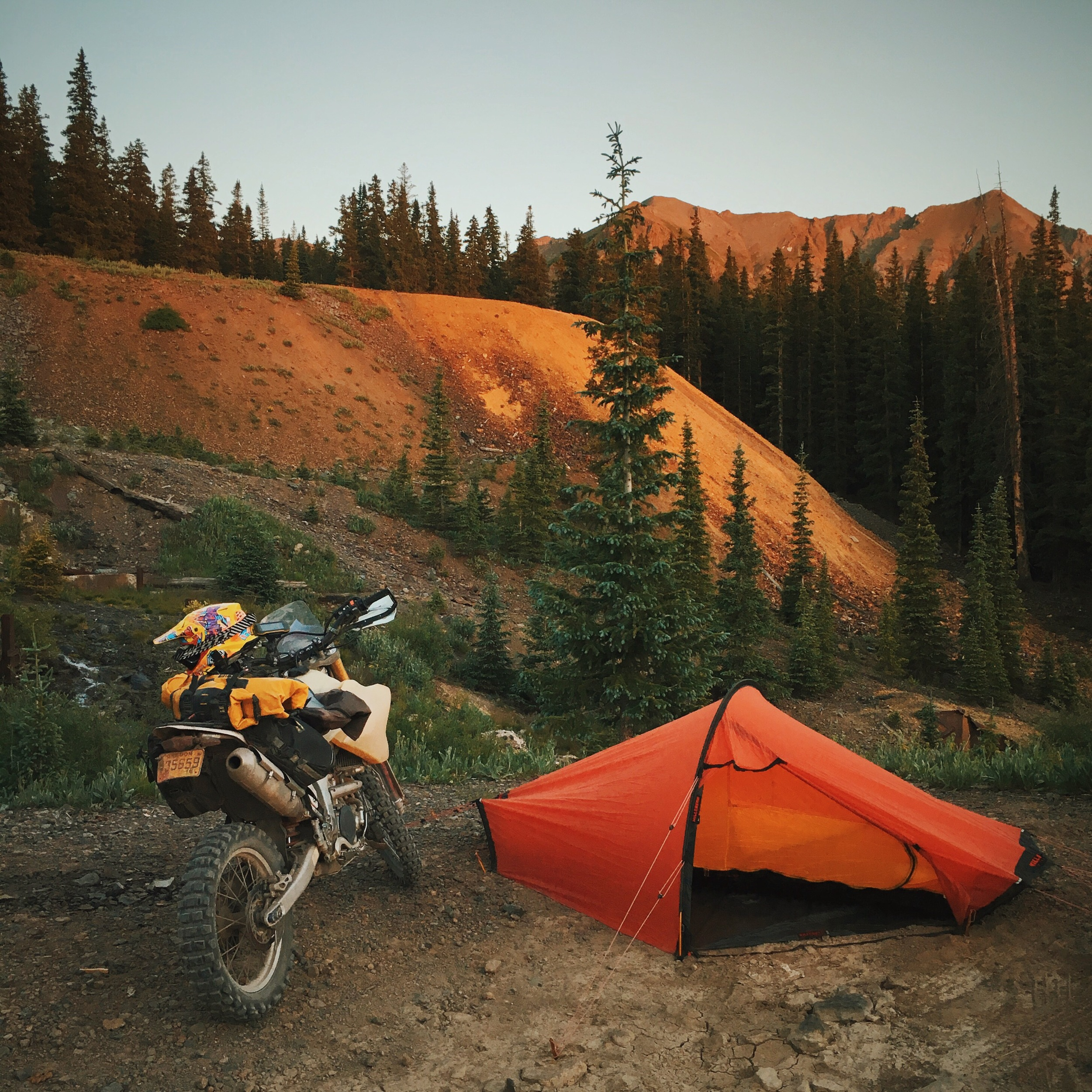 Alta Lakes, Colorado. Camping at 11k feet so I can beef up my red blood cells. I've been above 8k the entire time I've rolled into Colorado. The mountains here are huge! My 25 hp bike is now 10. ⛺️🚲🌙