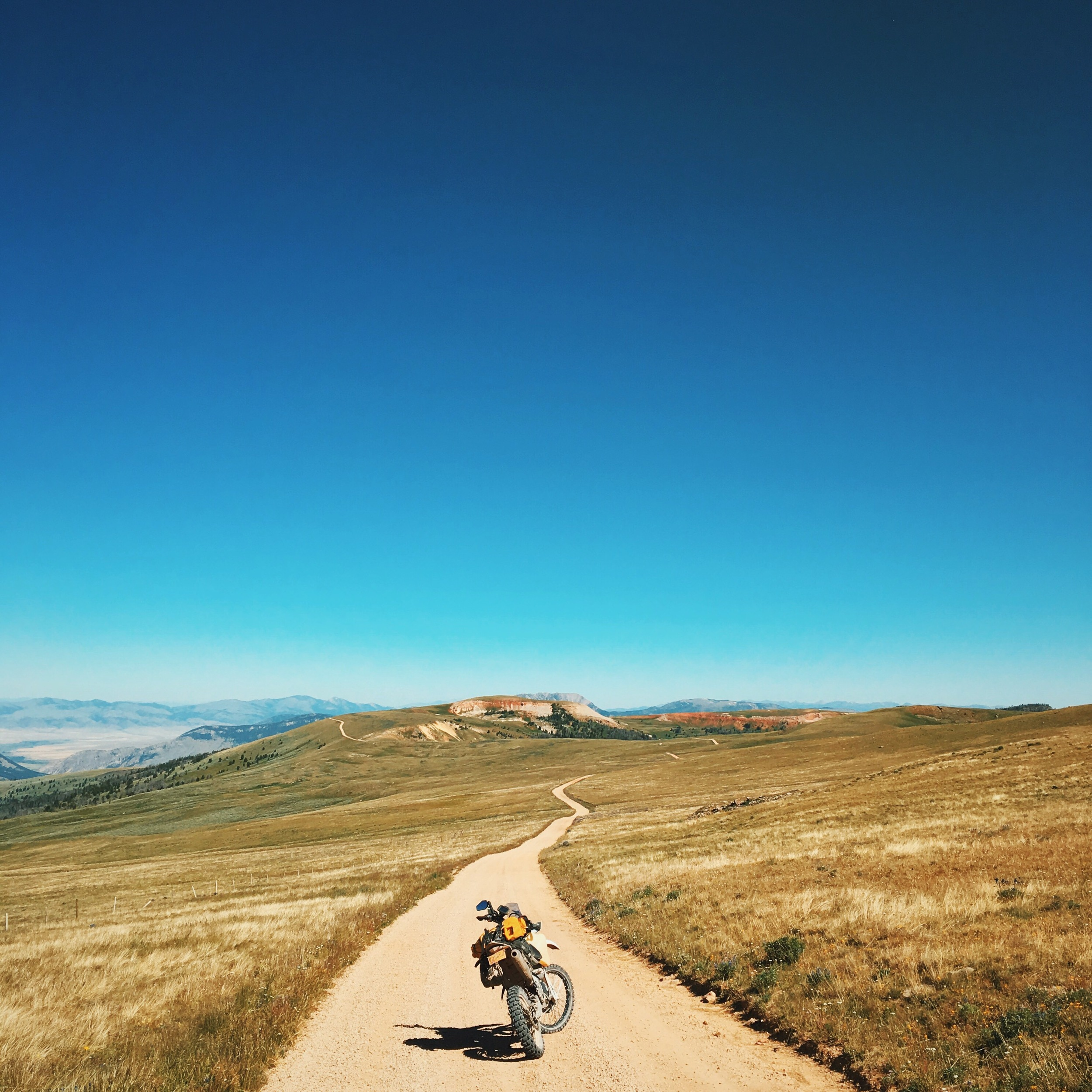 """Gravelly Ridge Road, Cameron, Montana. So *this* is why everyone has """"big sky"""" on their license plate. ☀️🚲🌱"""