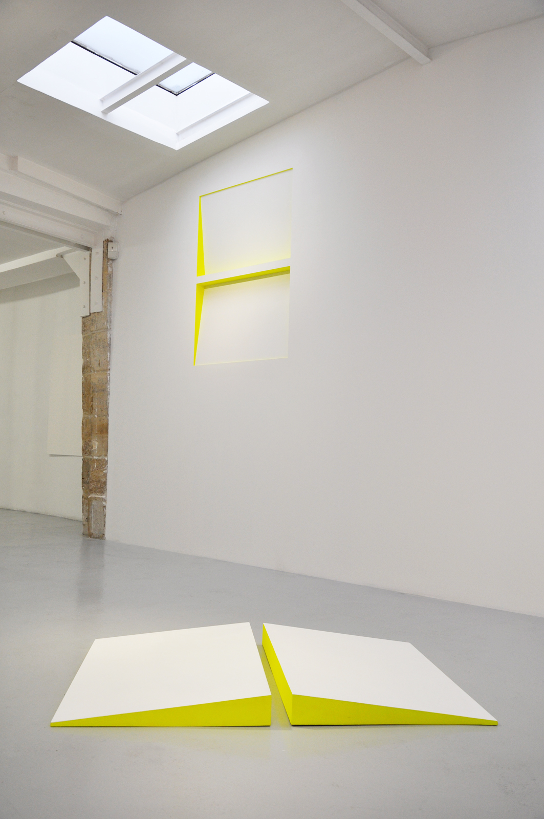 Site Related  Installation view Galerie Odile Ouizeman, Paris, 2012