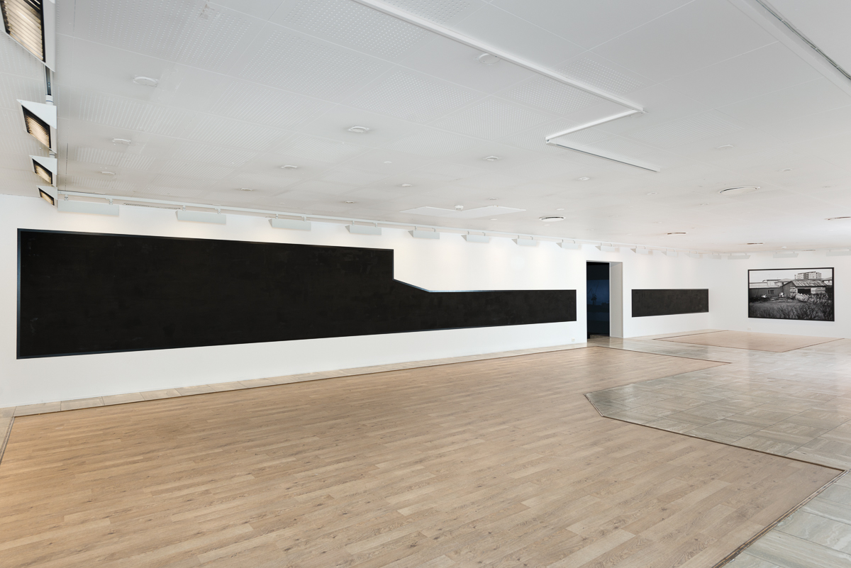 Black view from above , siterelated wallpainting Installation view Sandefjord Kunstforening Work to the right by Christina Leithe H.