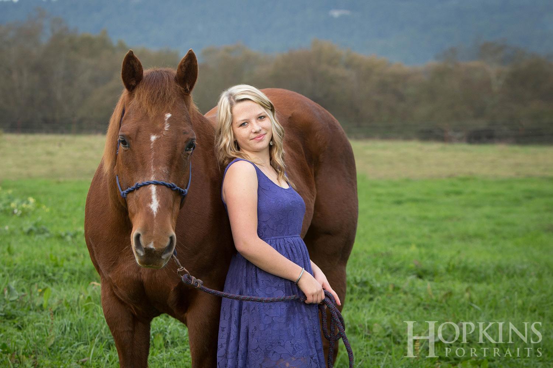 Beck_horses_seniors_portraits.jpg