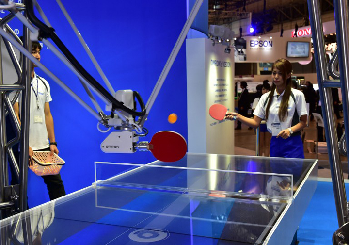 Japan's electronics maker Omron demonstrates a table tennis robot, which returns the ball to an opponent player, at a preview of Asia's largest electronics trade show Ceatec in Chiba, suburban Tokyo on October 6, 2015. Some 500 electronics companies and organisations are exhibiting their latest products and technologies at the show until October 10.  AFP PHOTO / Yoshikazu TSUNO