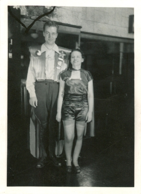 Forrest J. Ackerman and Myrtle R. Jones in their futuristicostumes Jones made. Image courtesy: Costume.org