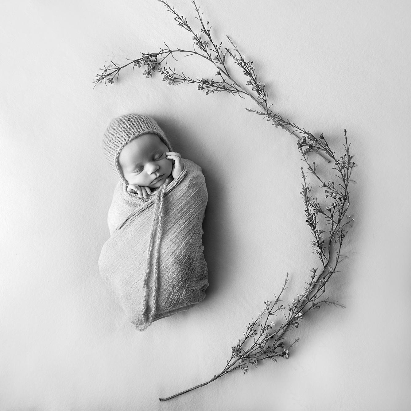 lucah newborn25 bw.jpg