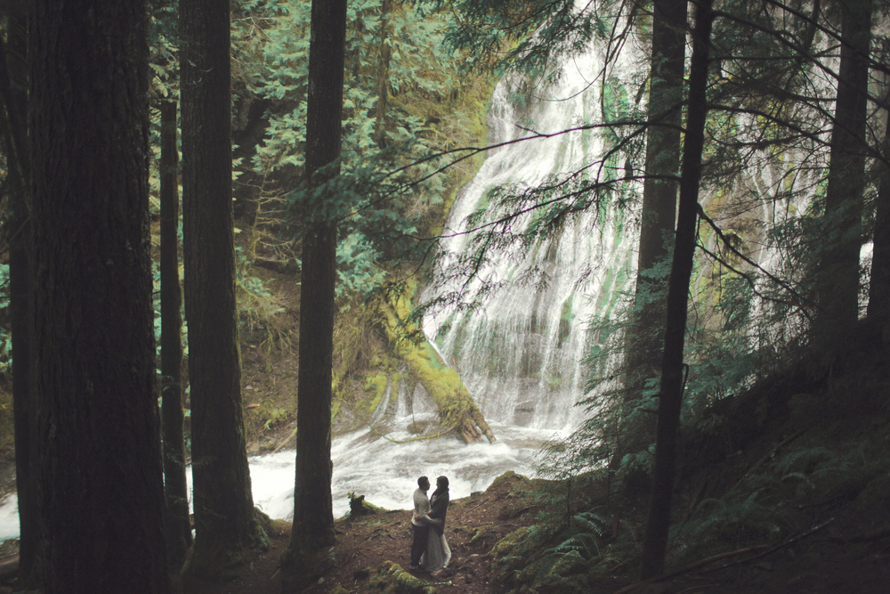 049+outlive+creative+oregon+engagement+session+best+photo+shoot+sov+kristin+panther+falls.jpg