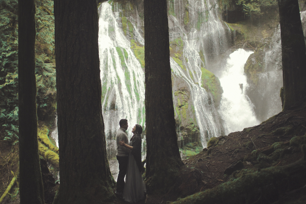 054+outlive+creative+oregon+engagement+session+best+photo+shoot+sov+kristin+panther+falls.jpg