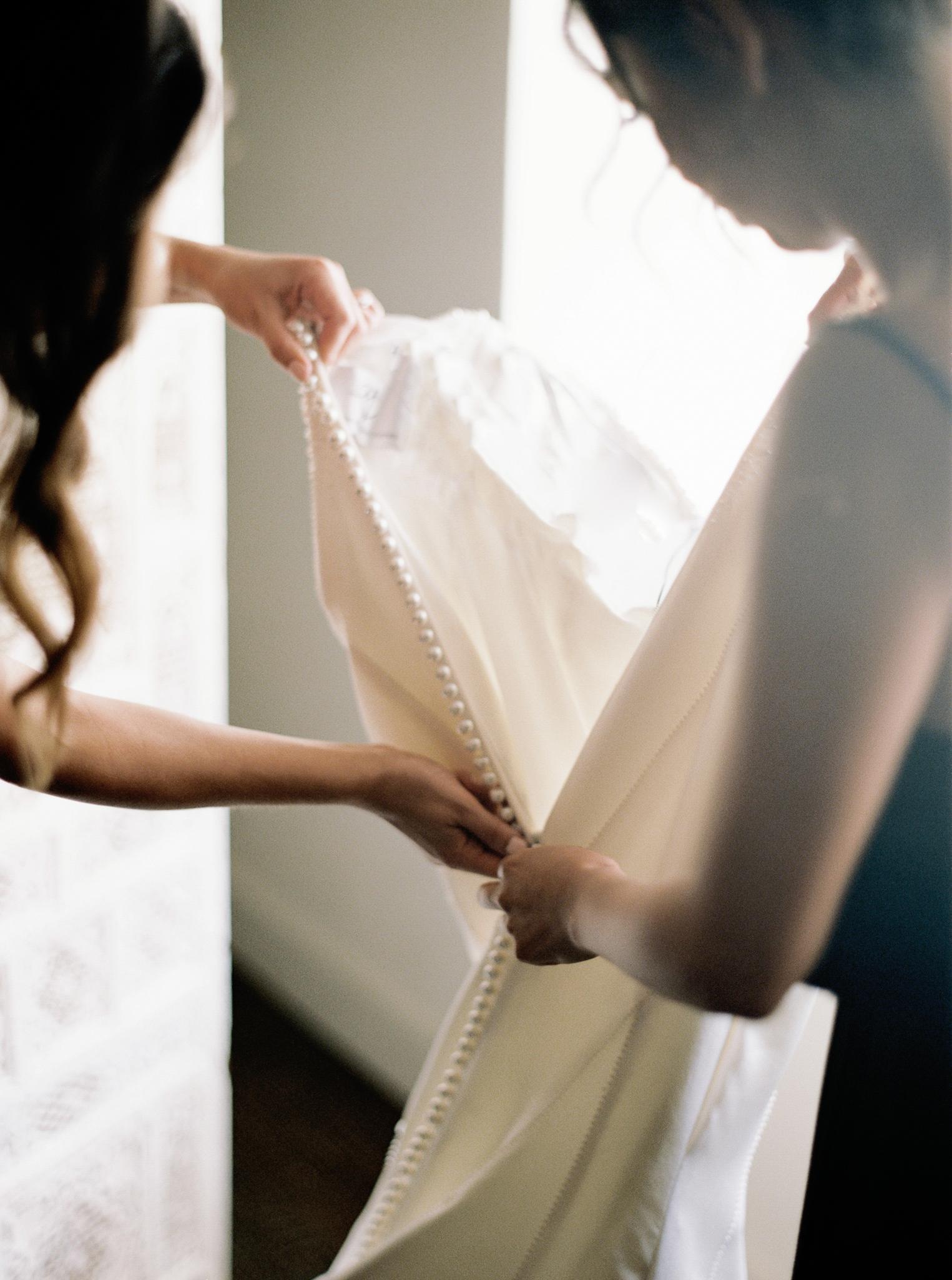 010OutliveCreative_Travel_Photographer_Videographer_Lewis&Clark_Oregon_Elegant_BlackTie_Destination_Wedding.jpg