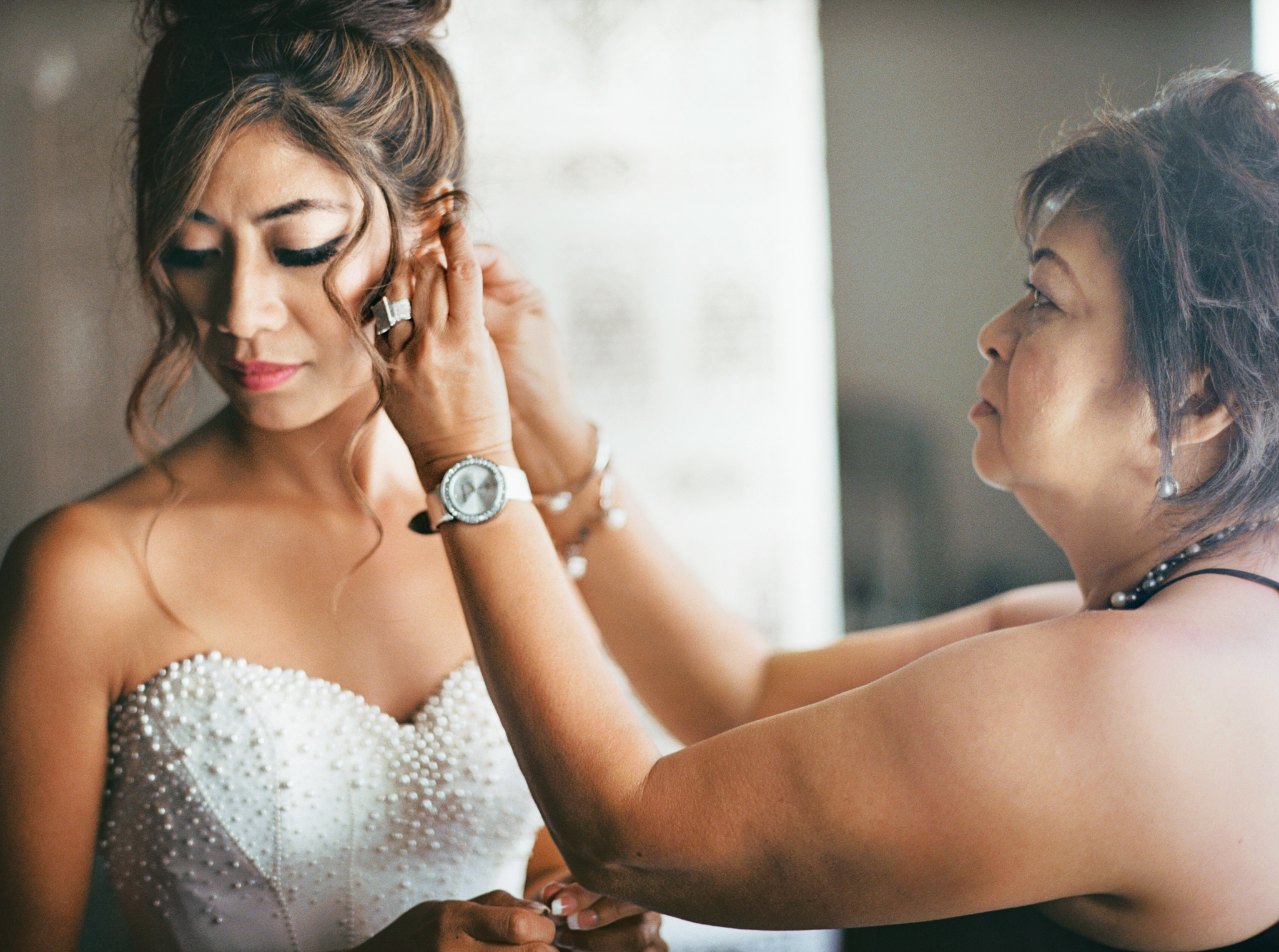013OutliveCreative_Travel_Photographer_Videographer_Lewis&Clark_Oregon_Elegant_BlackTie_Destination_Wedding.jpg