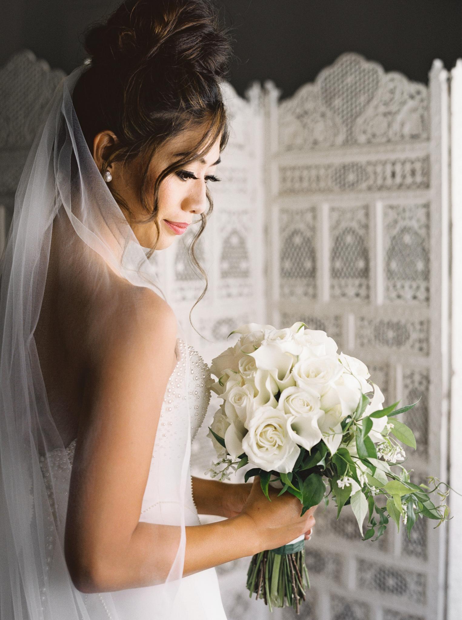 019OutliveCreative_Travel_Photographer_Videographer_Lewis&Clark_Oregon_Elegant_BlackTie_Destination_Wedding.jpg
