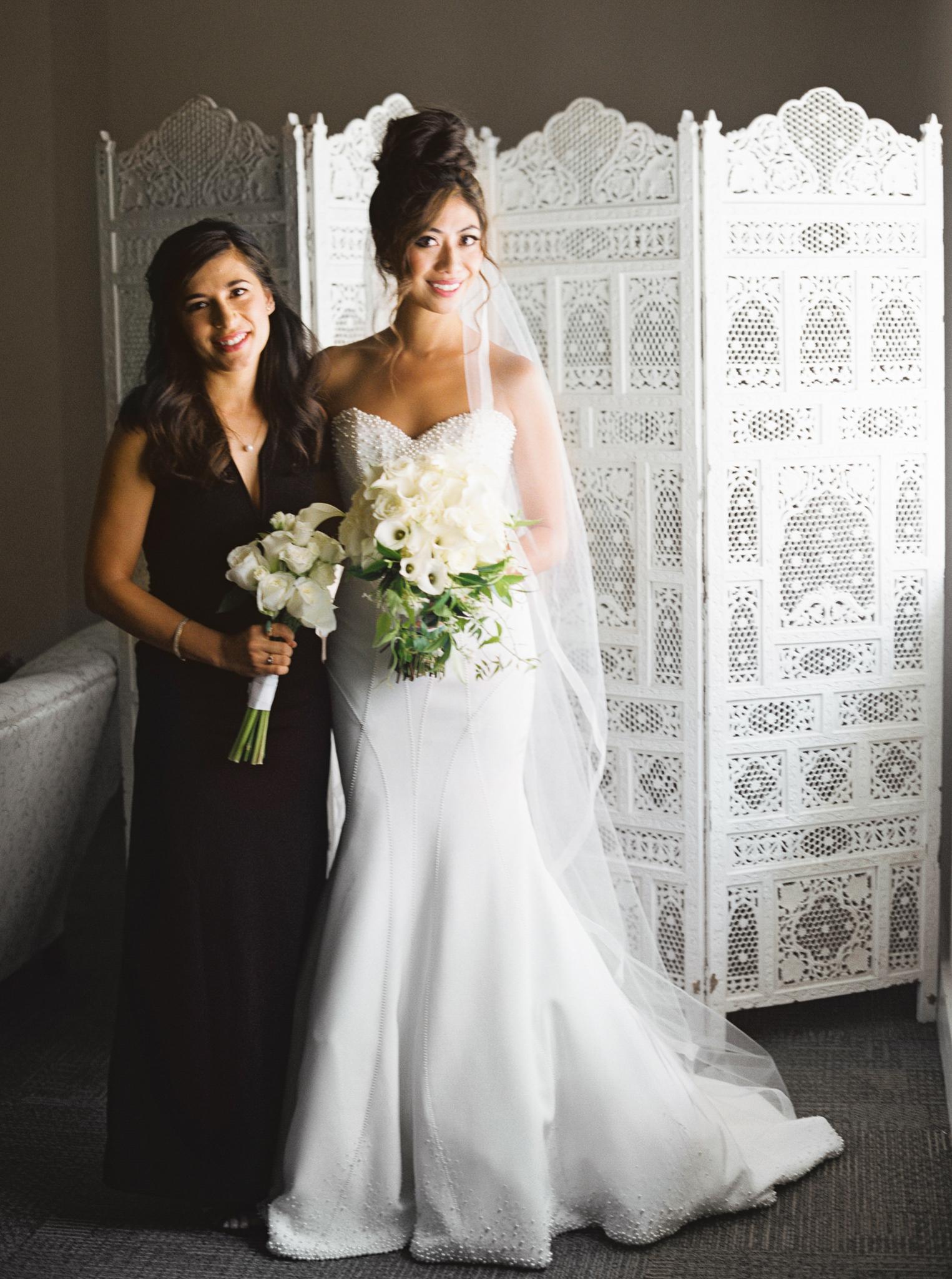 032OutliveCreative_Travel_Photographer_Videographer_Lewis&Clark_Oregon_Elegant_BlackTie_Destination_Wedding.jpg