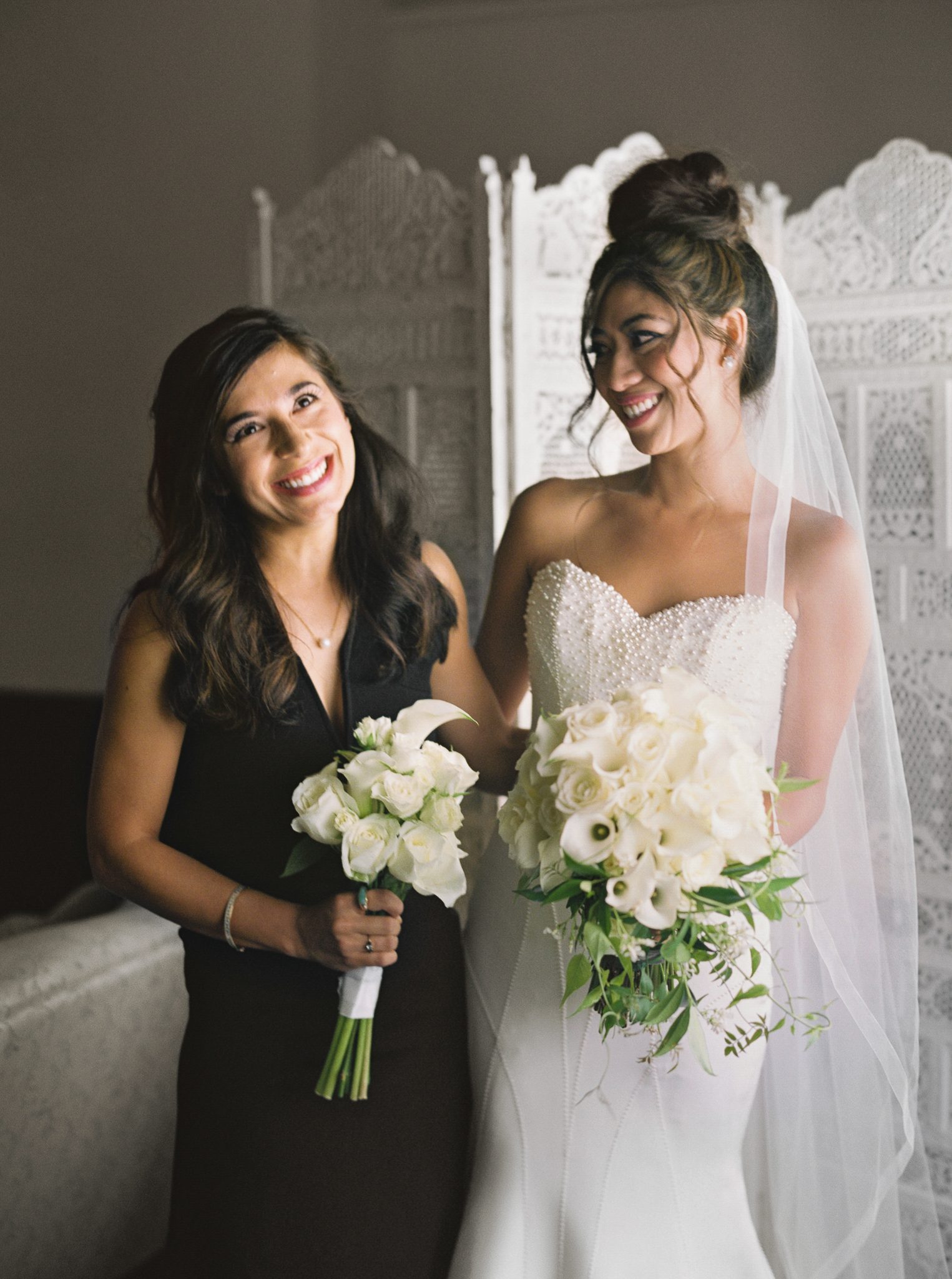 033OutliveCreative_Travel_Photographer_Videographer_Lewis&Clark_Oregon_Elegant_BlackTie_Destination_Wedding.jpg