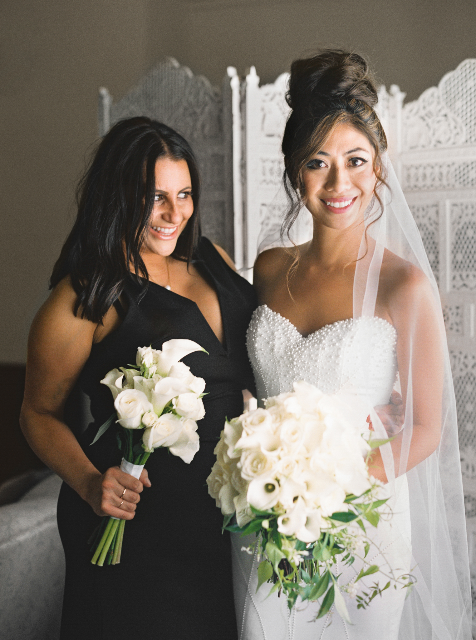 034OutliveCreative_Travel_Photographer_Videographer_Lewis&Clark_Oregon_Elegant_BlackTie_Destination_Wedding.jpg