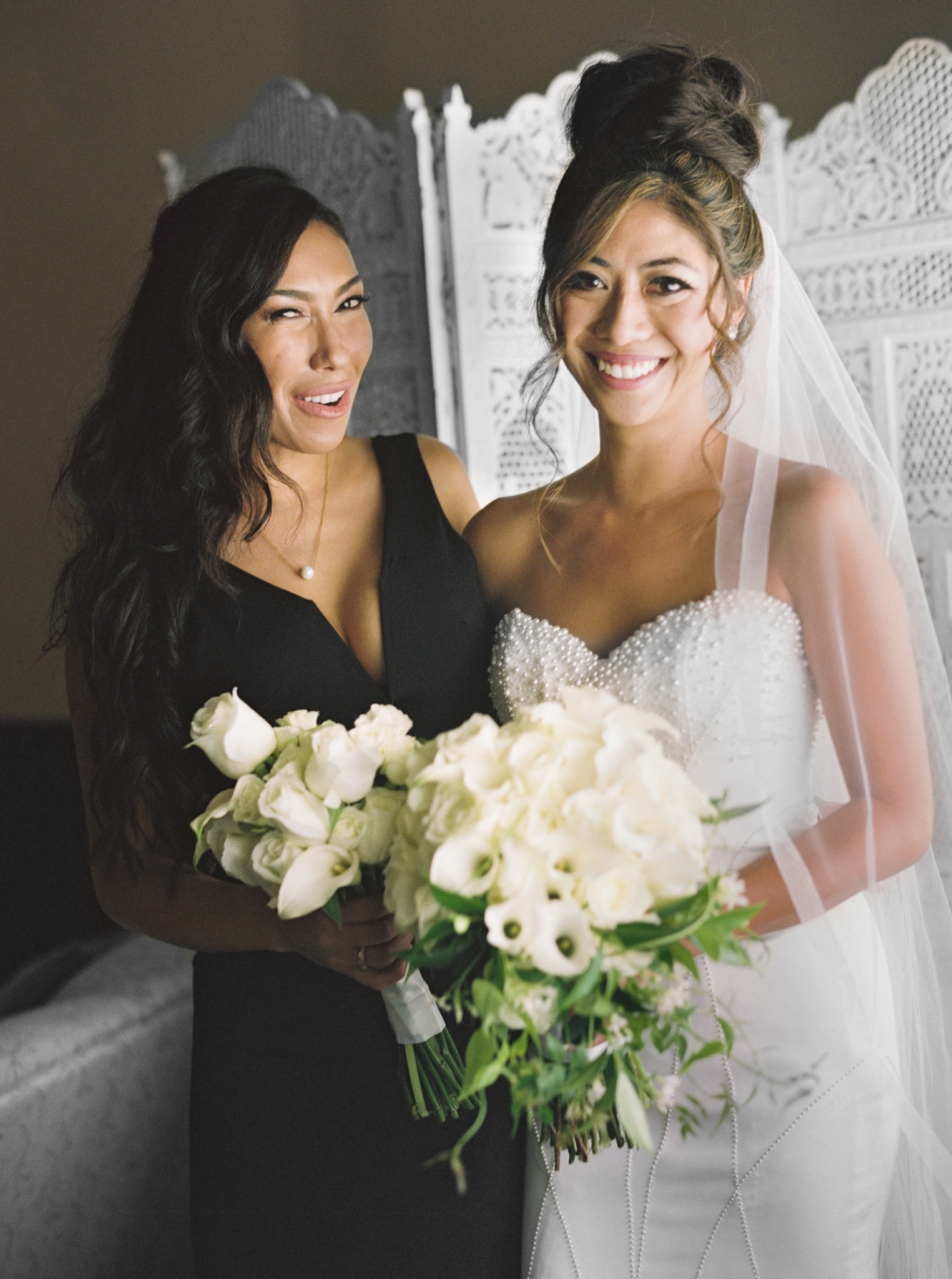 037OutliveCreative_Travel_Photographer_Videographer_Lewis&Clark_Oregon_Elegant_BlackTie_Destination_Wedding.jpg