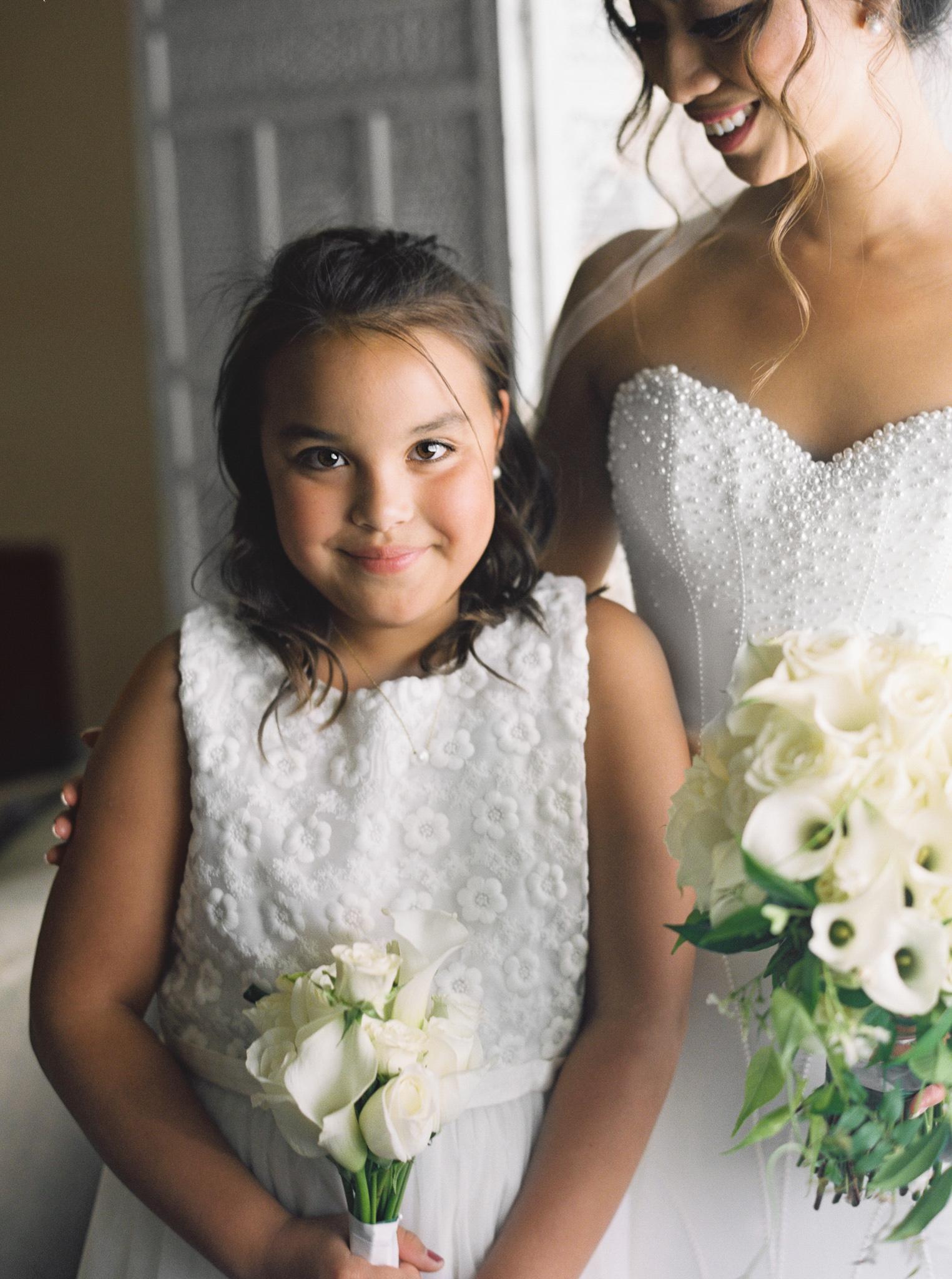 039OutliveCreative_Travel_Photographer_Videographer_Lewis&Clark_Oregon_Elegant_BlackTie_Destination_Wedding.jpg