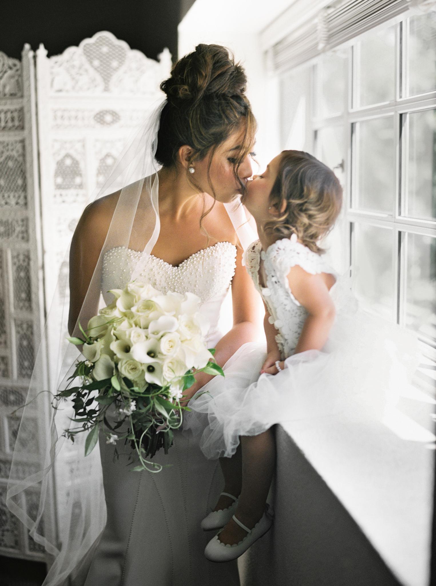 041OutliveCreative_Travel_Photographer_Videographer_Lewis&Clark_Oregon_Elegant_BlackTie_Destination_Wedding.jpg