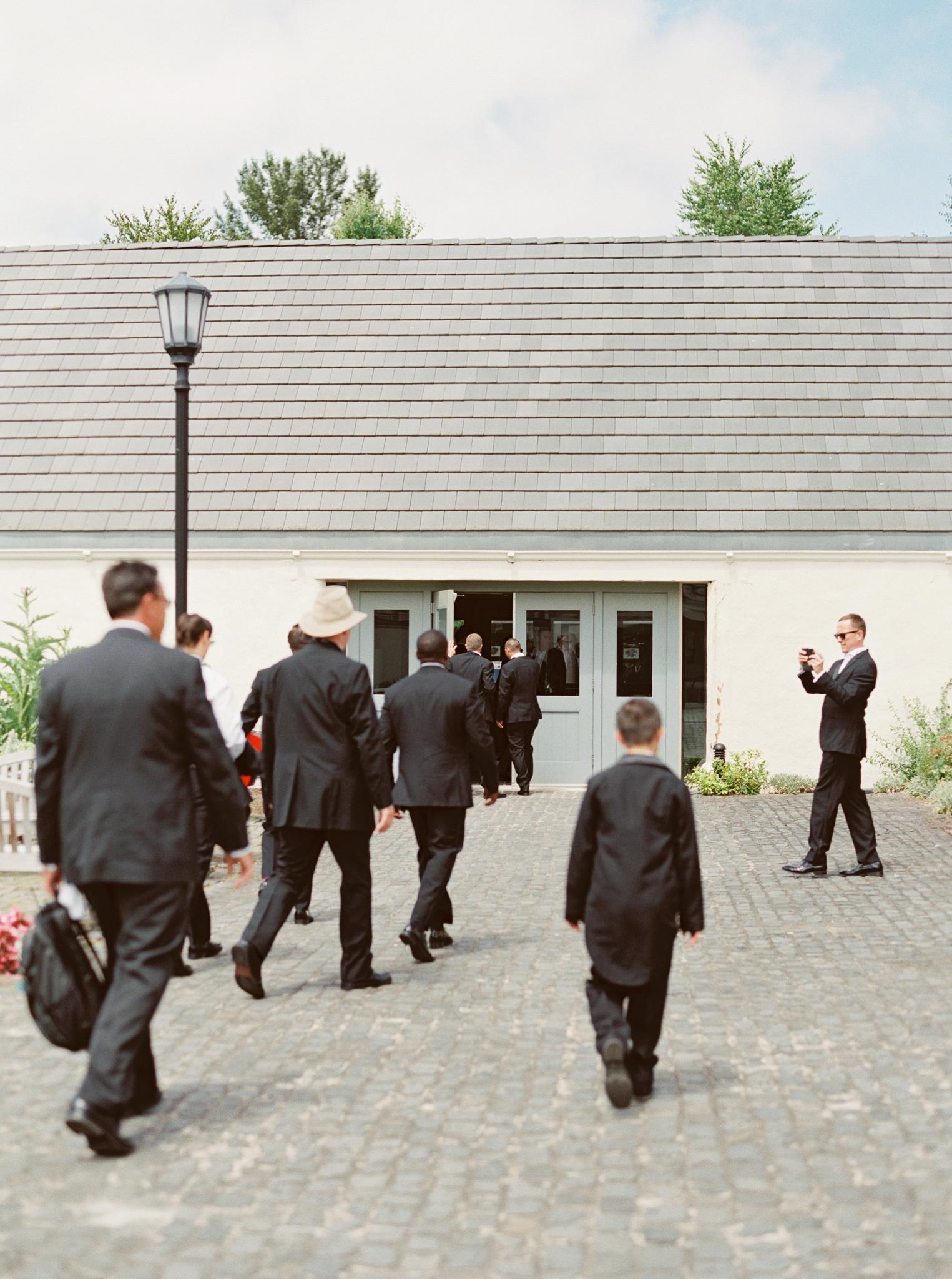 054OutliveCreative_Travel_Photographer_Videographer_Lewis&Clark_Oregon_Elegant_BlackTie_Destination_Wedding.jpg