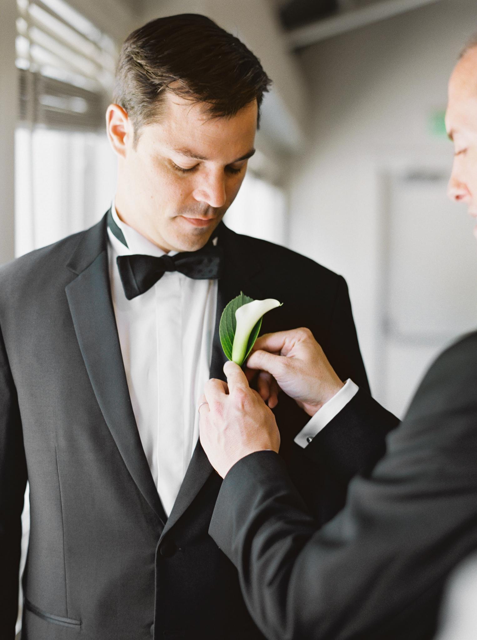 056OutliveCreative_Travel_Photographer_Videographer_Lewis&Clark_Oregon_Elegant_BlackTie_Destination_Wedding.jpg