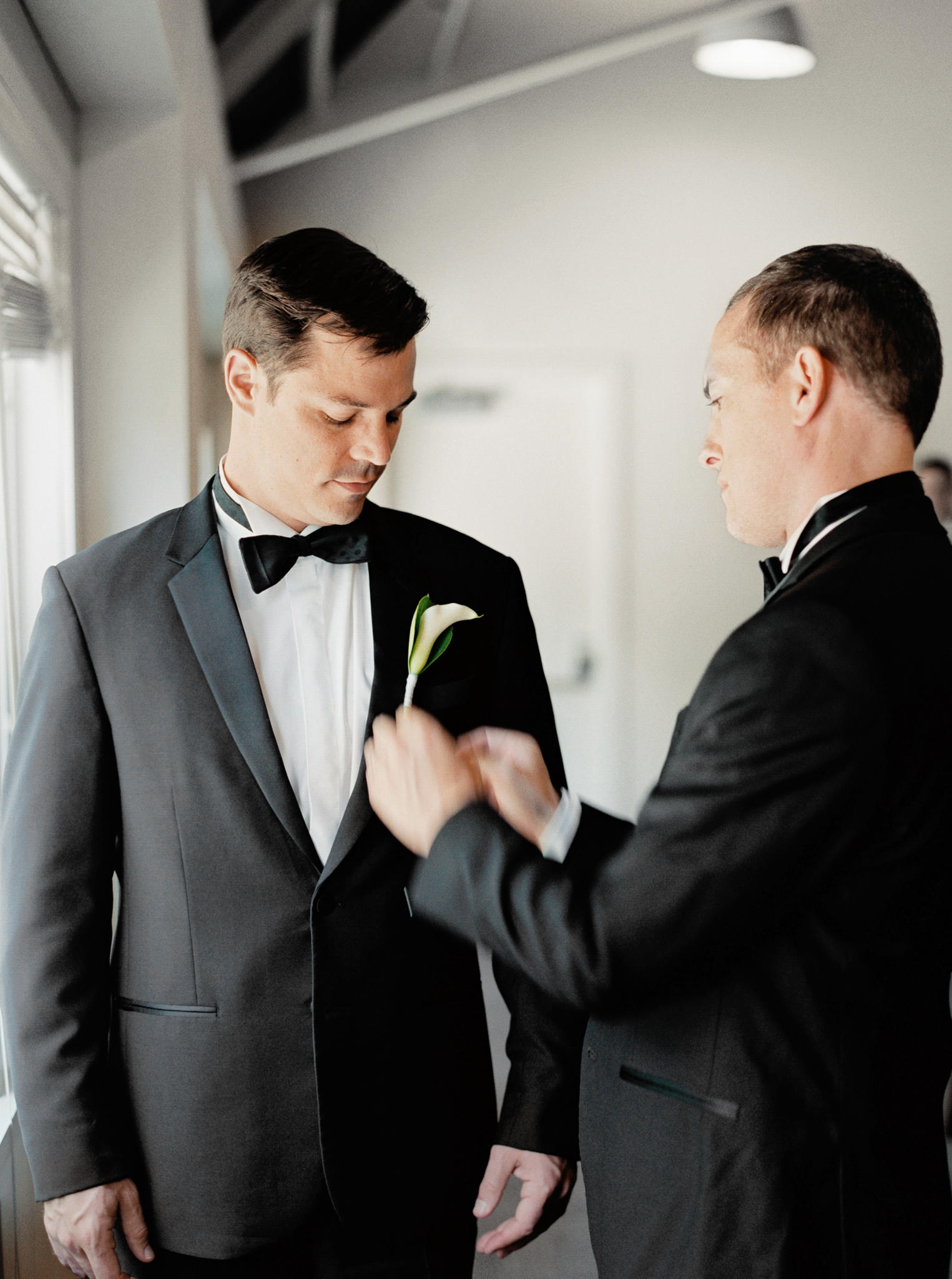 055OutliveCreative_Travel_Photographer_Videographer_Lewis&Clark_Oregon_Elegant_BlackTie_Destination_Wedding.jpg
