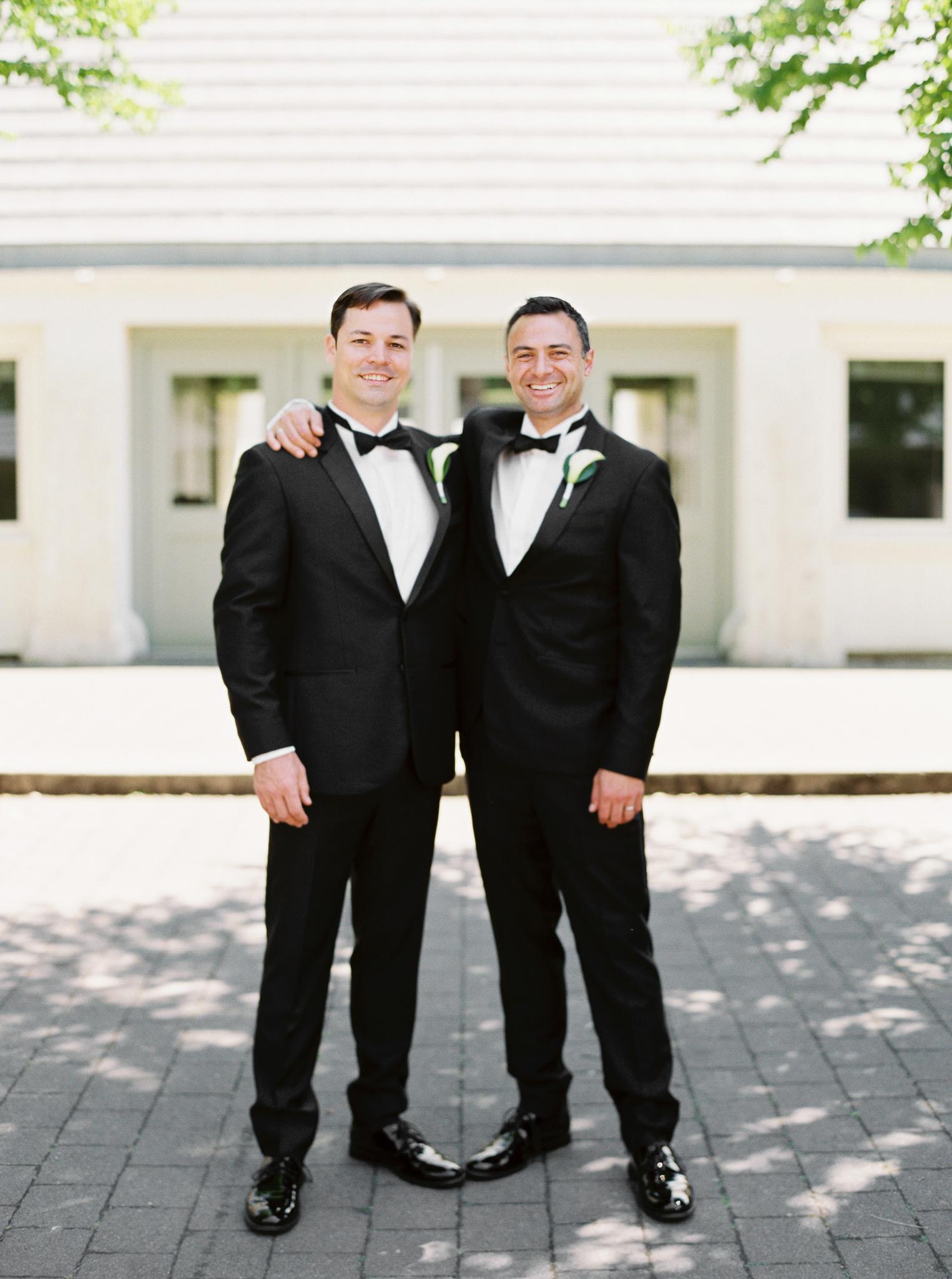 062OutliveCreative_Travel_Photographer_Videographer_Lewis&Clark_Oregon_Elegant_BlackTie_Destination_Wedding.jpg