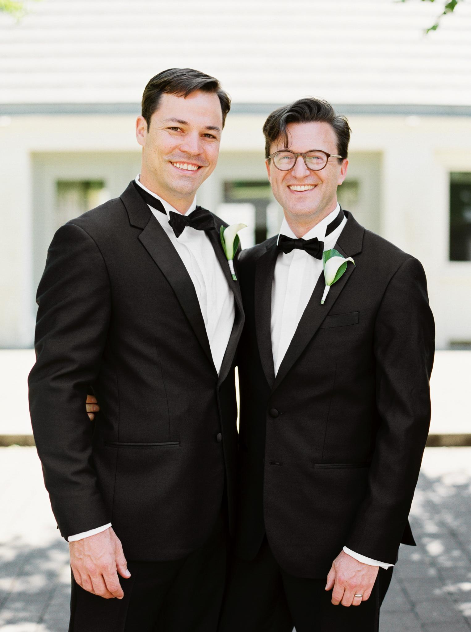 063OutliveCreative_Travel_Photographer_Videographer_Lewis&Clark_Oregon_Elegant_BlackTie_Destination_Wedding.jpg