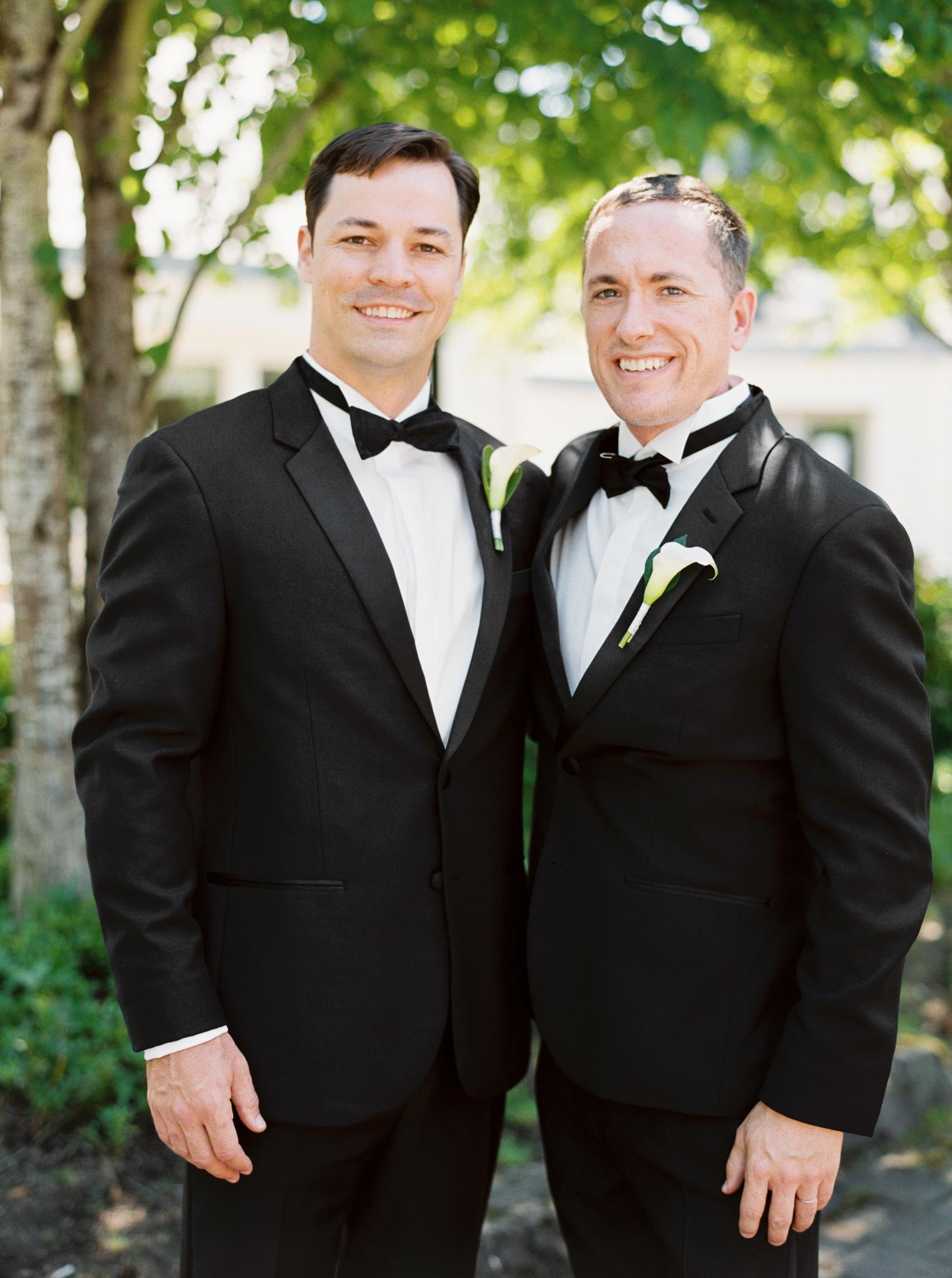 064OutliveCreative_Travel_Photographer_Videographer_Lewis&Clark_Oregon_Elegant_BlackTie_Destination_Wedding.jpg