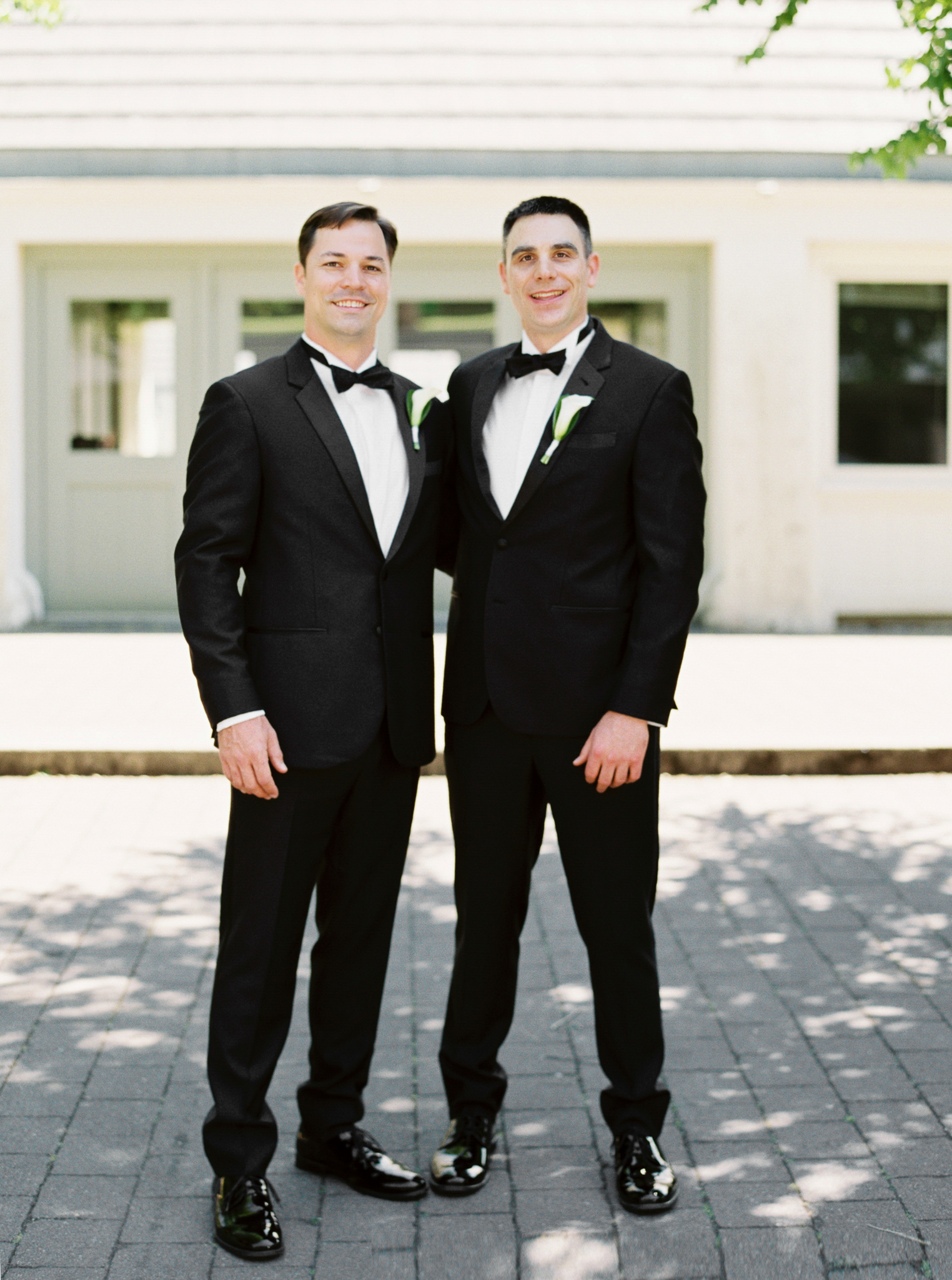 065OutliveCreative_Travel_Photographer_Videographer_Lewis&Clark_Oregon_Elegant_BlackTie_Destination_Wedding.jpg
