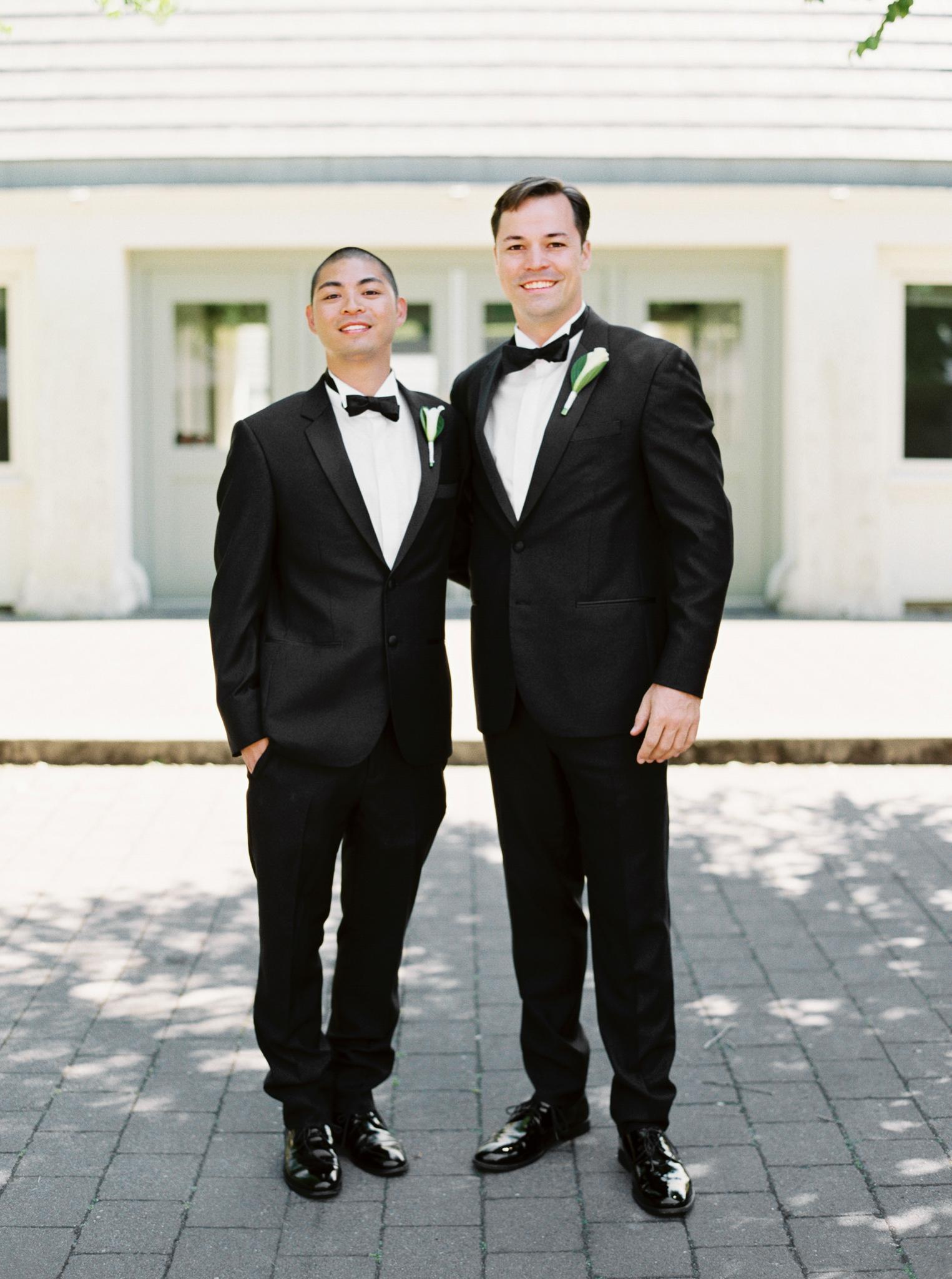 066OutliveCreative_Travel_Photographer_Videographer_Lewis&Clark_Oregon_Elegant_BlackTie_Destination_Wedding.jpg