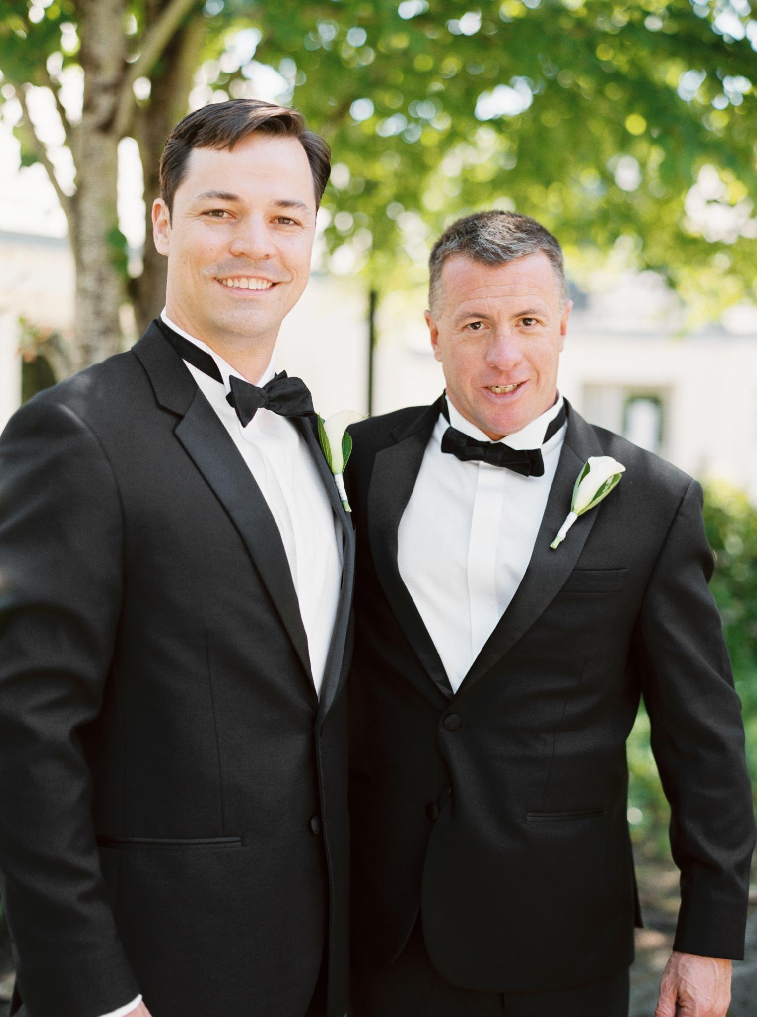 068OutliveCreative_Travel_Photographer_Videographer_Lewis&Clark_Oregon_Elegant_BlackTie_Destination_Wedding.jpg