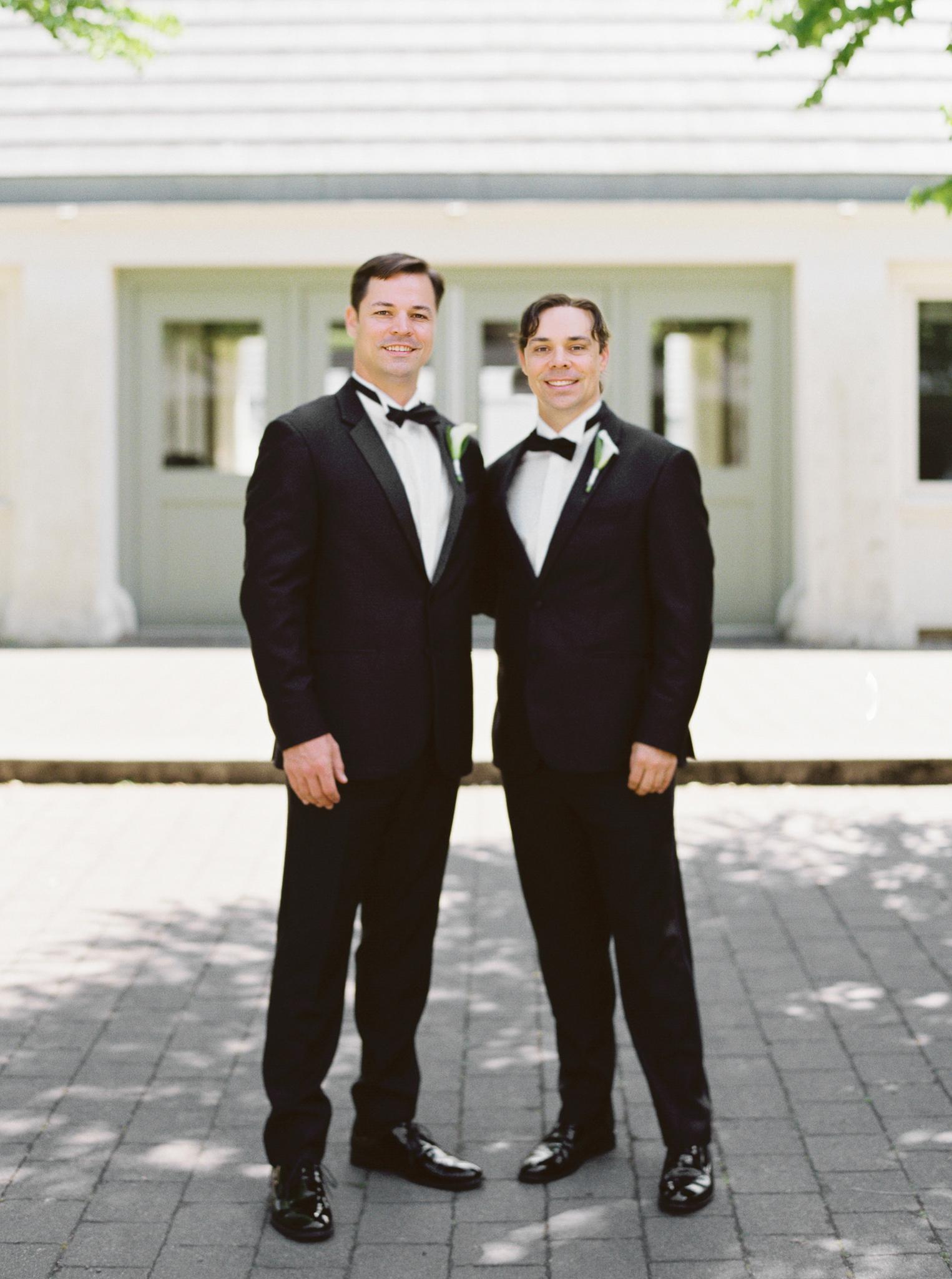 069OutliveCreative_Travel_Photographer_Videographer_Lewis&Clark_Oregon_Elegant_BlackTie_Destination_Wedding.jpg
