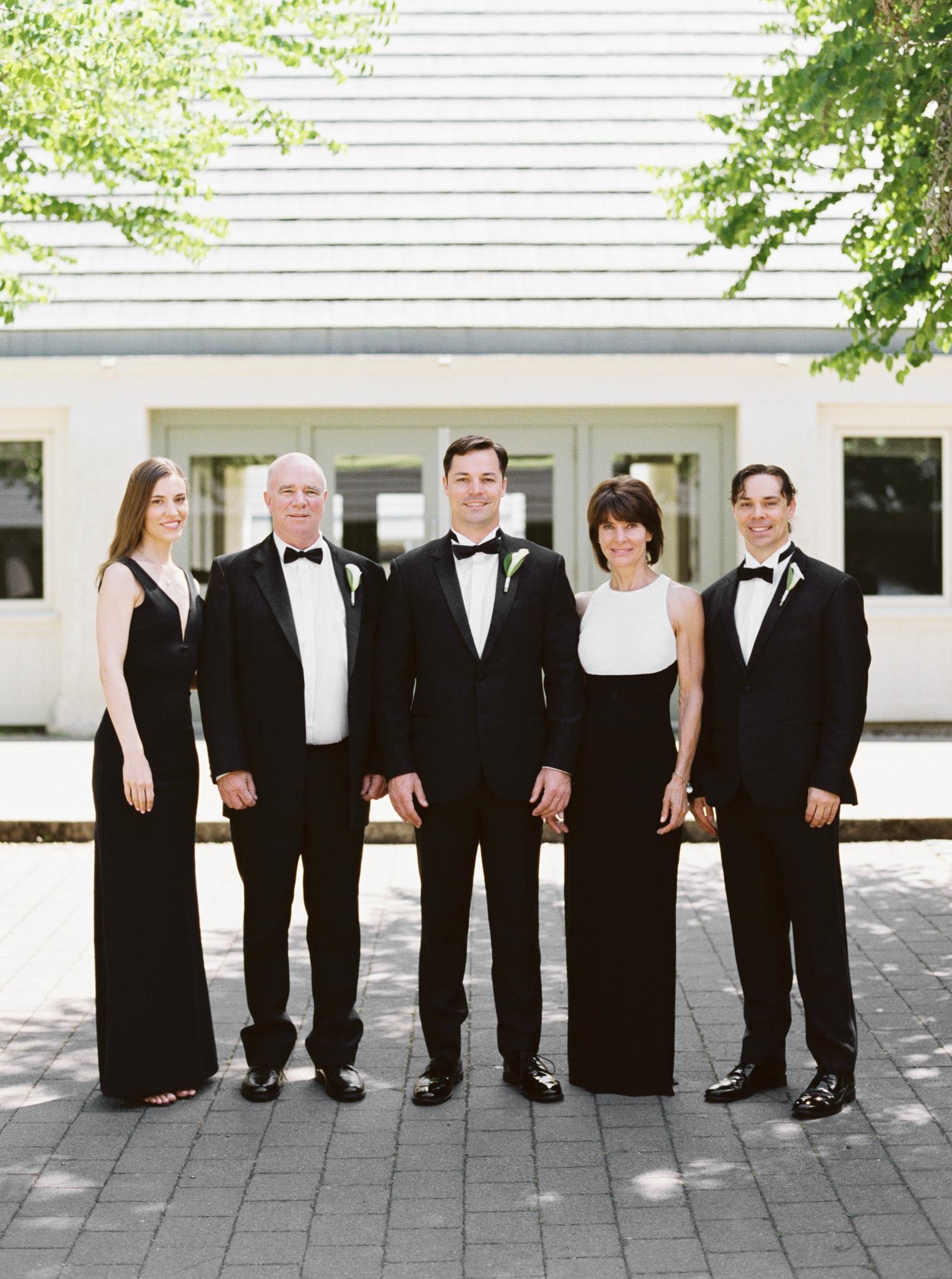 070OutliveCreative_Travel_Photographer_Videographer_Lewis&Clark_Oregon_Elegant_BlackTie_Destination_Wedding.jpg
