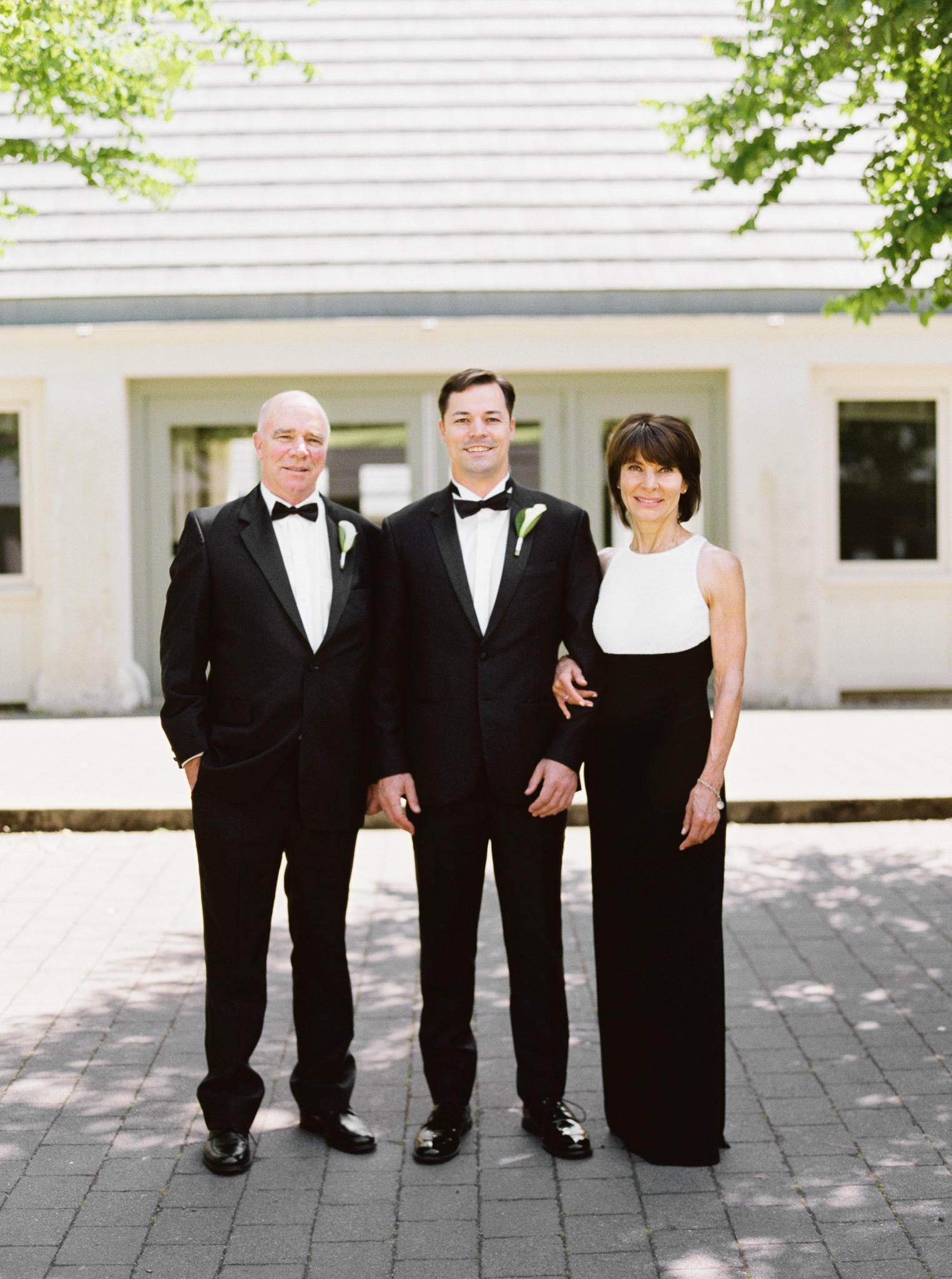 071OutliveCreative_Travel_Photographer_Videographer_Lewis&Clark_Oregon_Elegant_BlackTie_Destination_Wedding.jpg