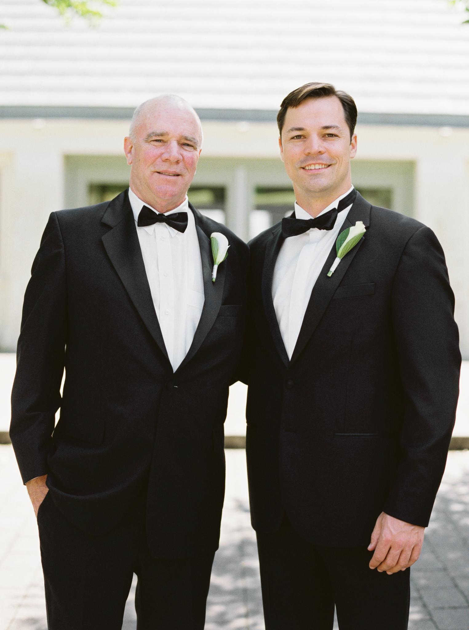 073OutliveCreative_Travel_Photographer_Videographer_Lewis&Clark_Oregon_Elegant_BlackTie_Destination_Wedding.jpg