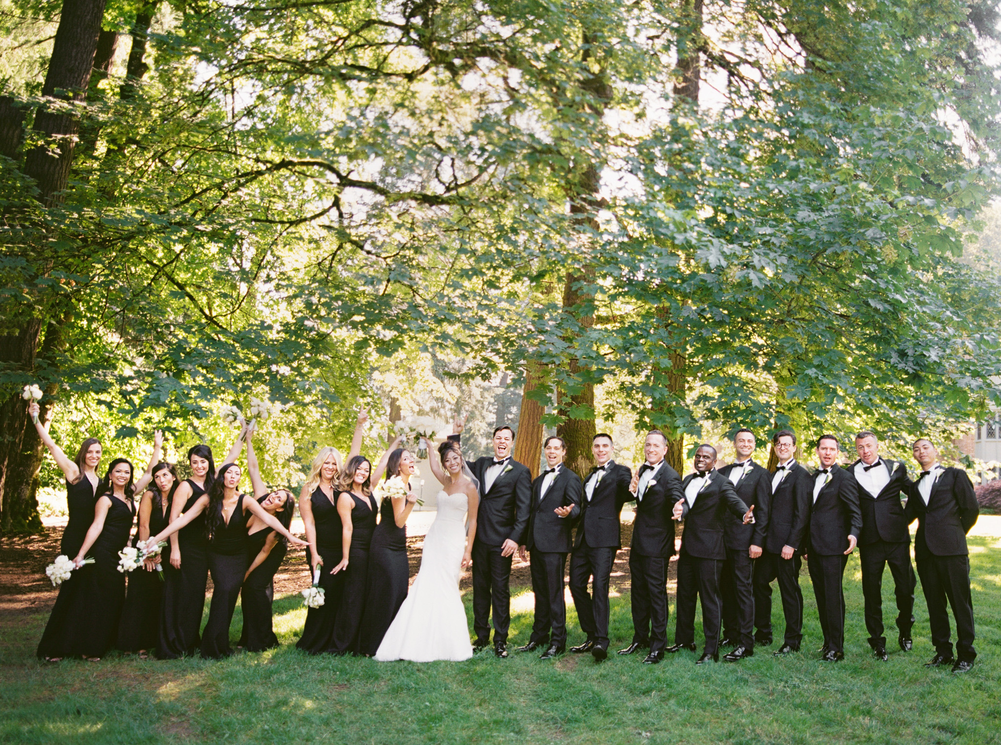 078OutliveCreative_Travel_Photographer_Videographer_Lewis&Clark_Oregon_Elegant_BlackTie_Destination_Wedding.jpg
