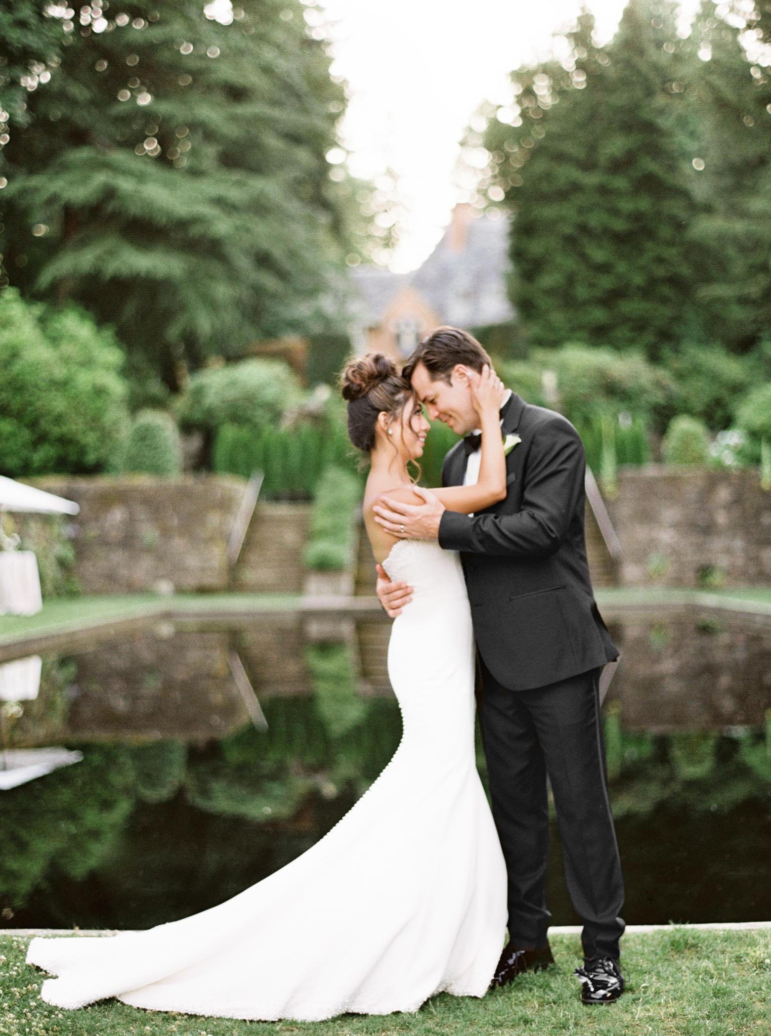 083OutliveCreative_Travel_Photographer_Videographer_Lewis&Clark_Oregon_Elegant_BlackTie_Destination_Wedding.jpg