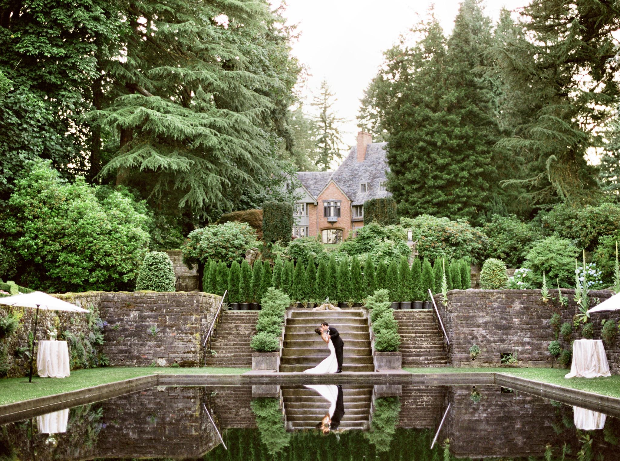 087OutliveCreative_Travel_Photographer_Videographer_Lewis&Clark_Oregon_Elegant_BlackTie_Destination_Wedding.jpg