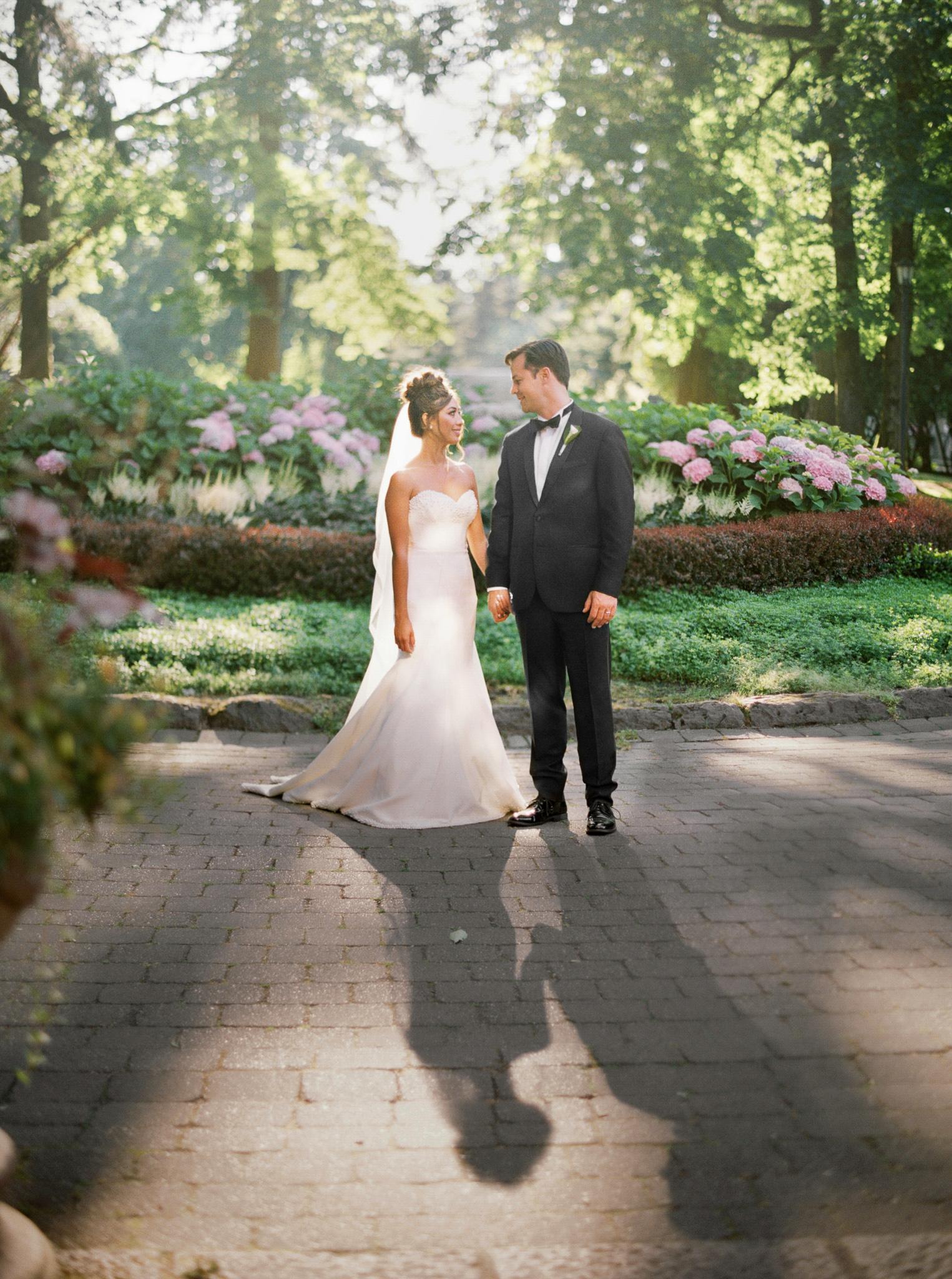 091OutliveCreative_Travel_Photographer_Videographer_Lewis&Clark_Oregon_Elegant_BlackTie_Destination_Wedding.jpg