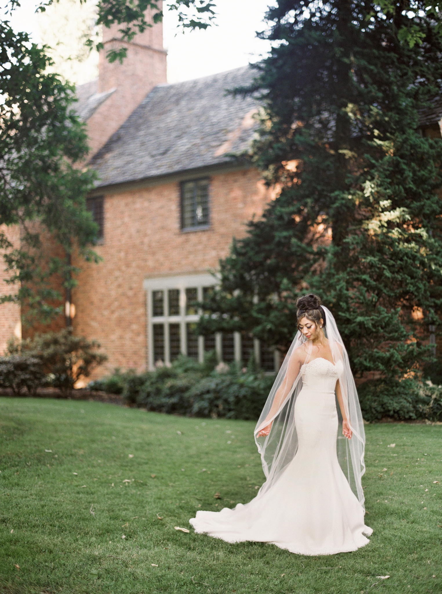 095OutliveCreative_Travel_Photographer_Videographer_Lewis&Clark_Oregon_Elegant_BlackTie_Destination_Wedding.jpg