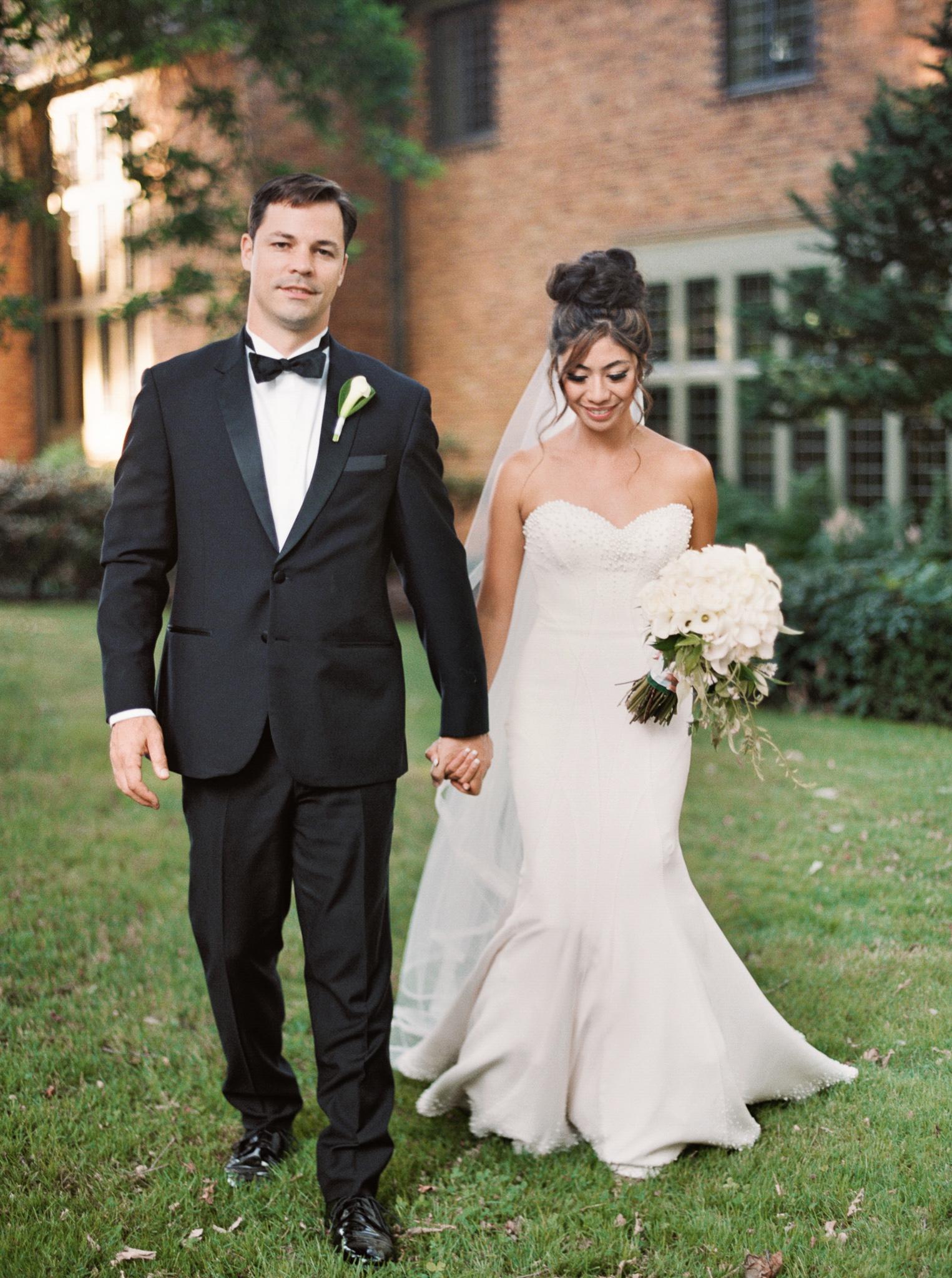 096OutliveCreative_Travel_Photographer_Videographer_Lewis&Clark_Oregon_Elegant_BlackTie_Destination_Wedding.jpg