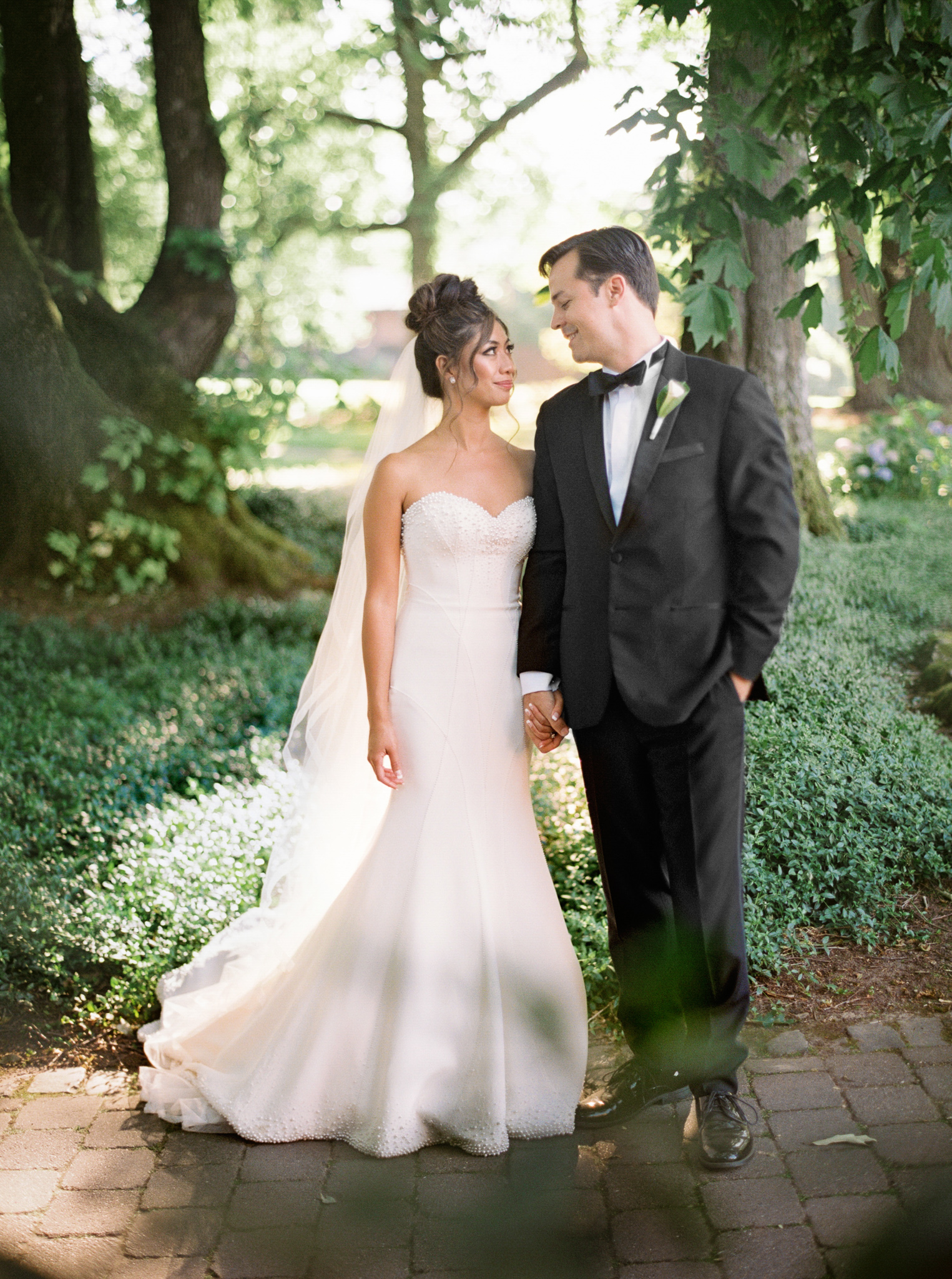 098OutliveCreative_Travel_Photographer_Videographer_Lewis&Clark_Oregon_Elegant_BlackTie_Destination_Wedding.jpg