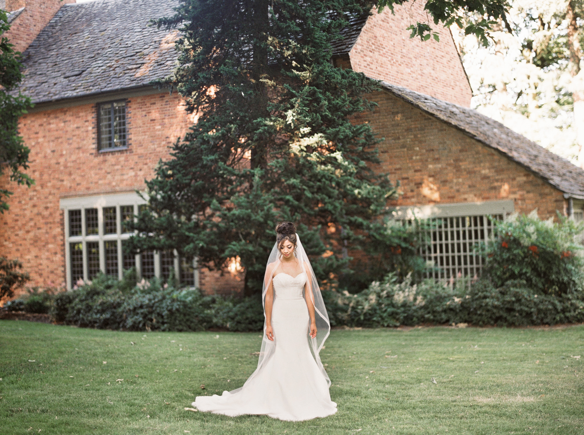 097OutliveCreative_Travel_Photographer_Videographer_Lewis&Clark_Oregon_Elegant_BlackTie_Destination_Wedding.jpg