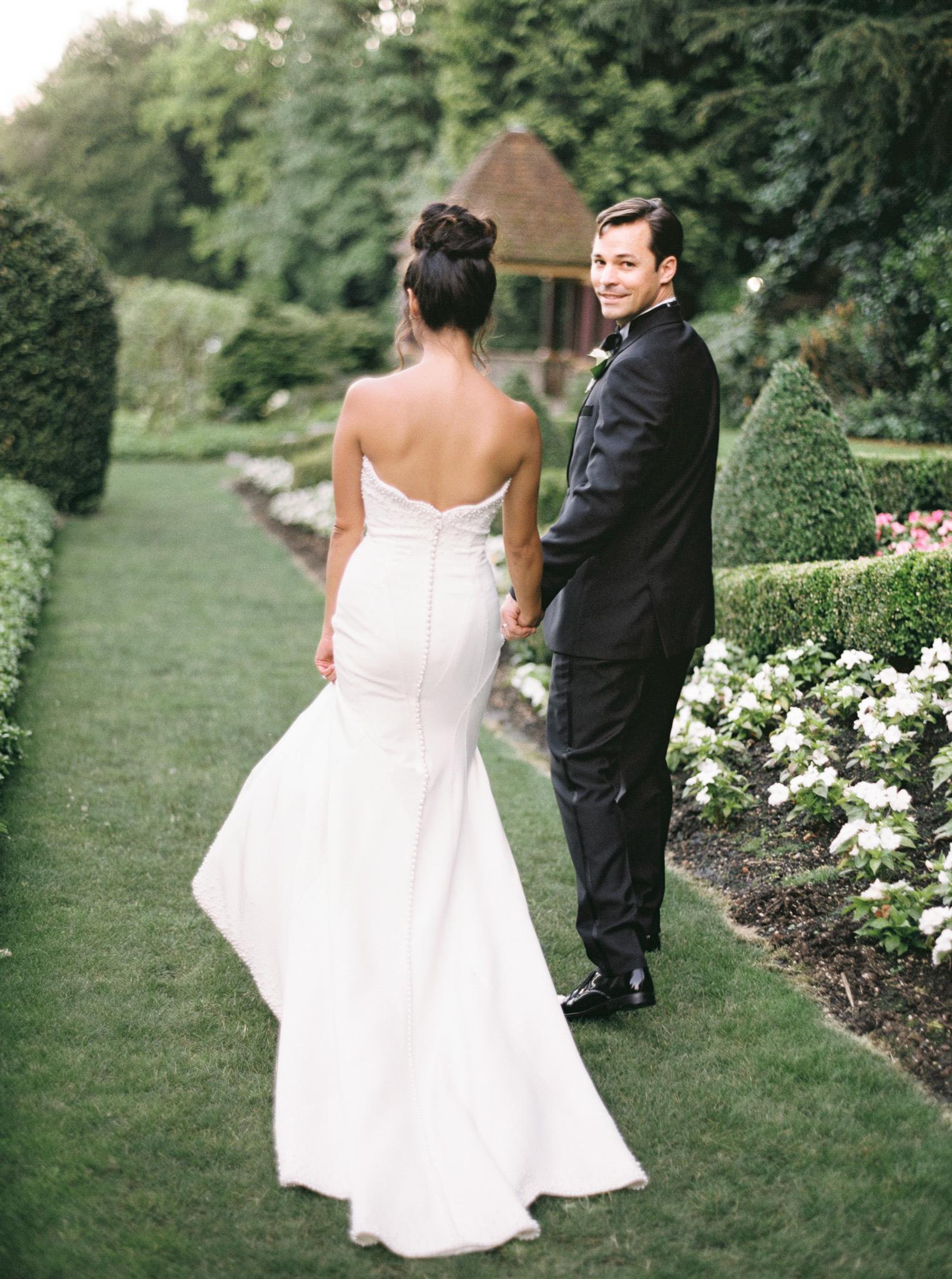 102OutliveCreative_Travel_Photographer_Videographer_Lewis&Clark_Oregon_Elegant_BlackTie_Destination_Wedding.jpg
