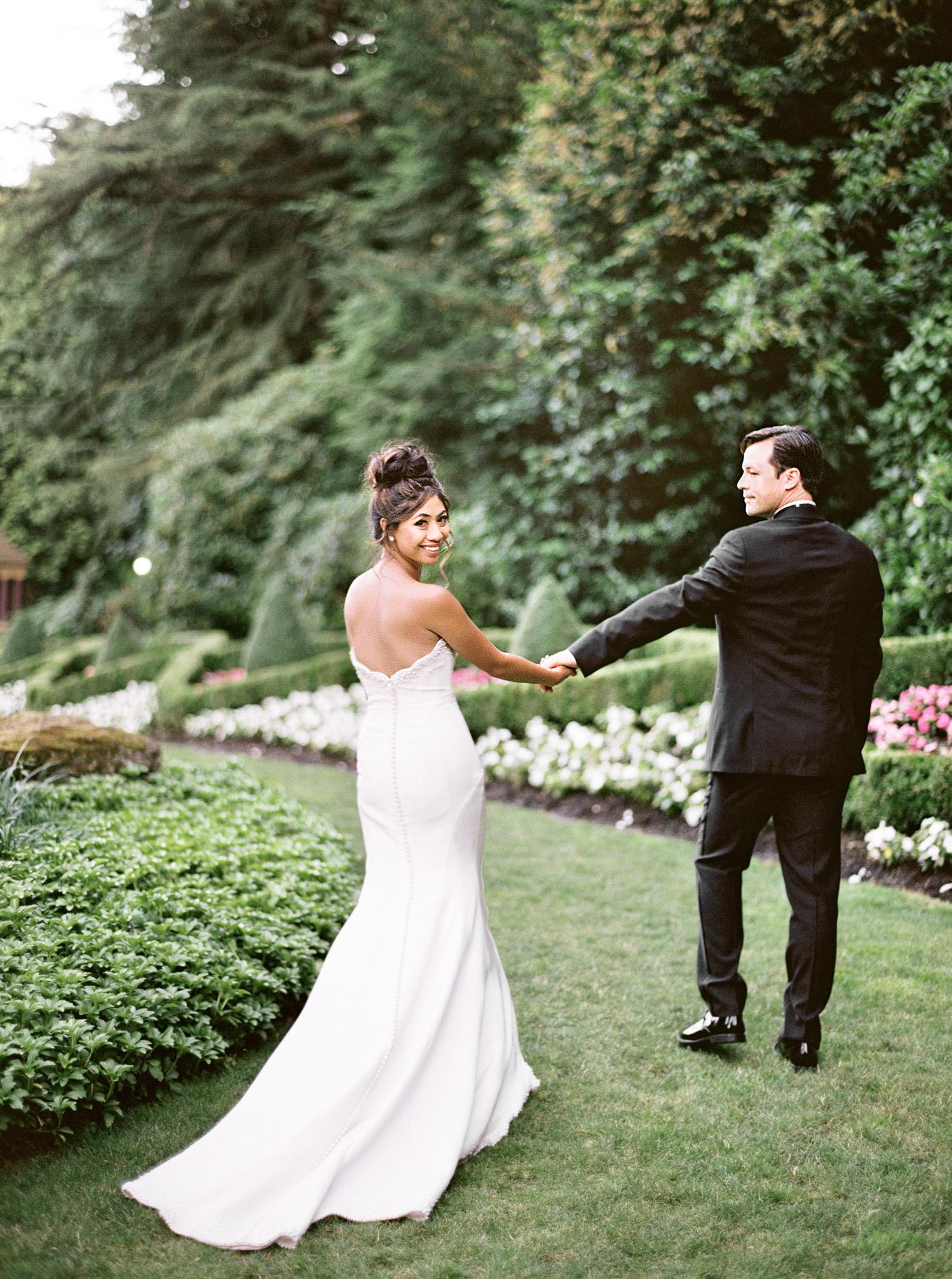 105OutliveCreative_Travel_Photographer_Videographer_Lewis&Clark_Oregon_Elegant_BlackTie_Destination_Wedding.jpg