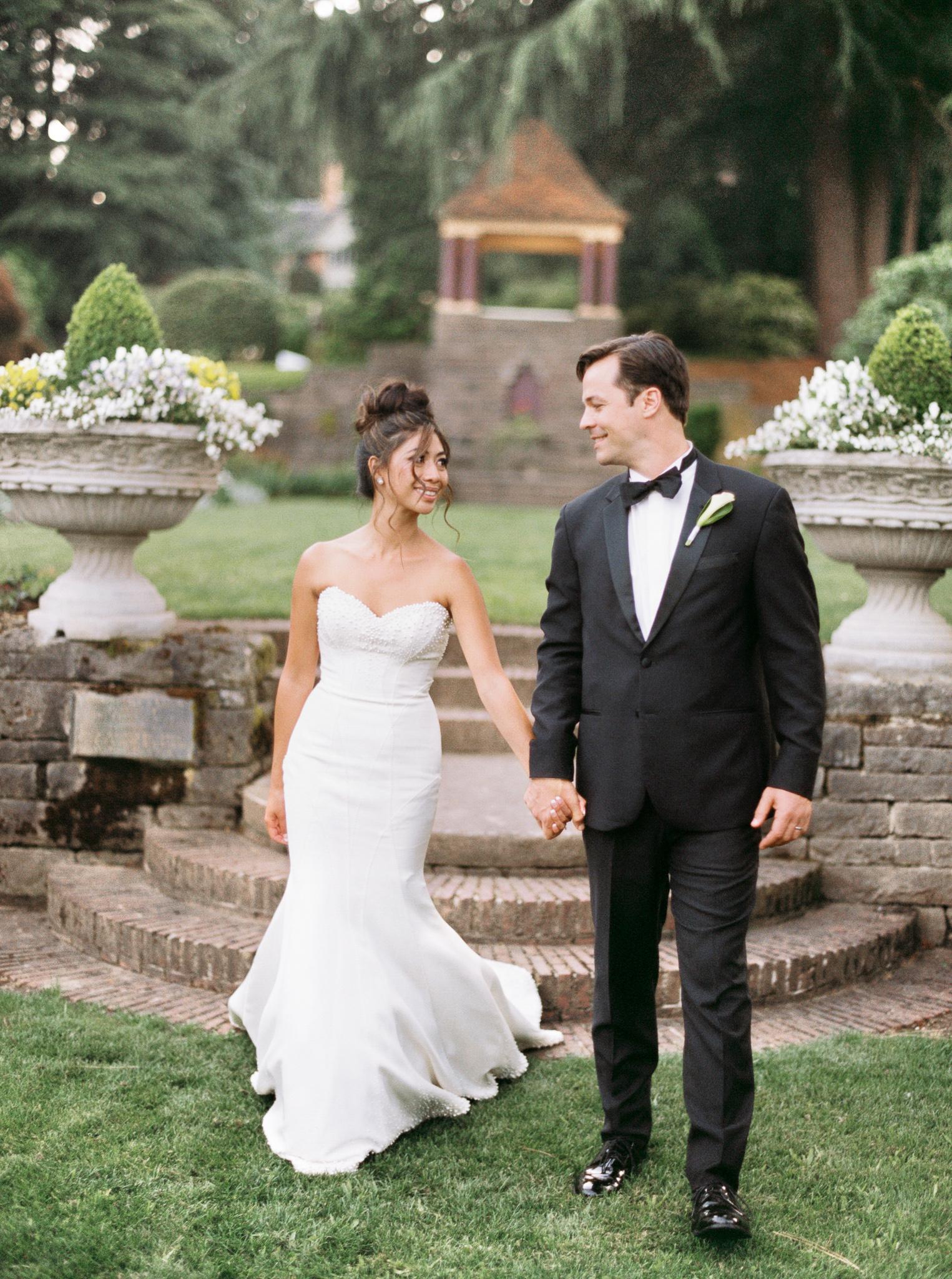 107OutliveCreative_Travel_Photographer_Videographer_Lewis&Clark_Oregon_Elegant_BlackTie_Destination_Wedding.jpg